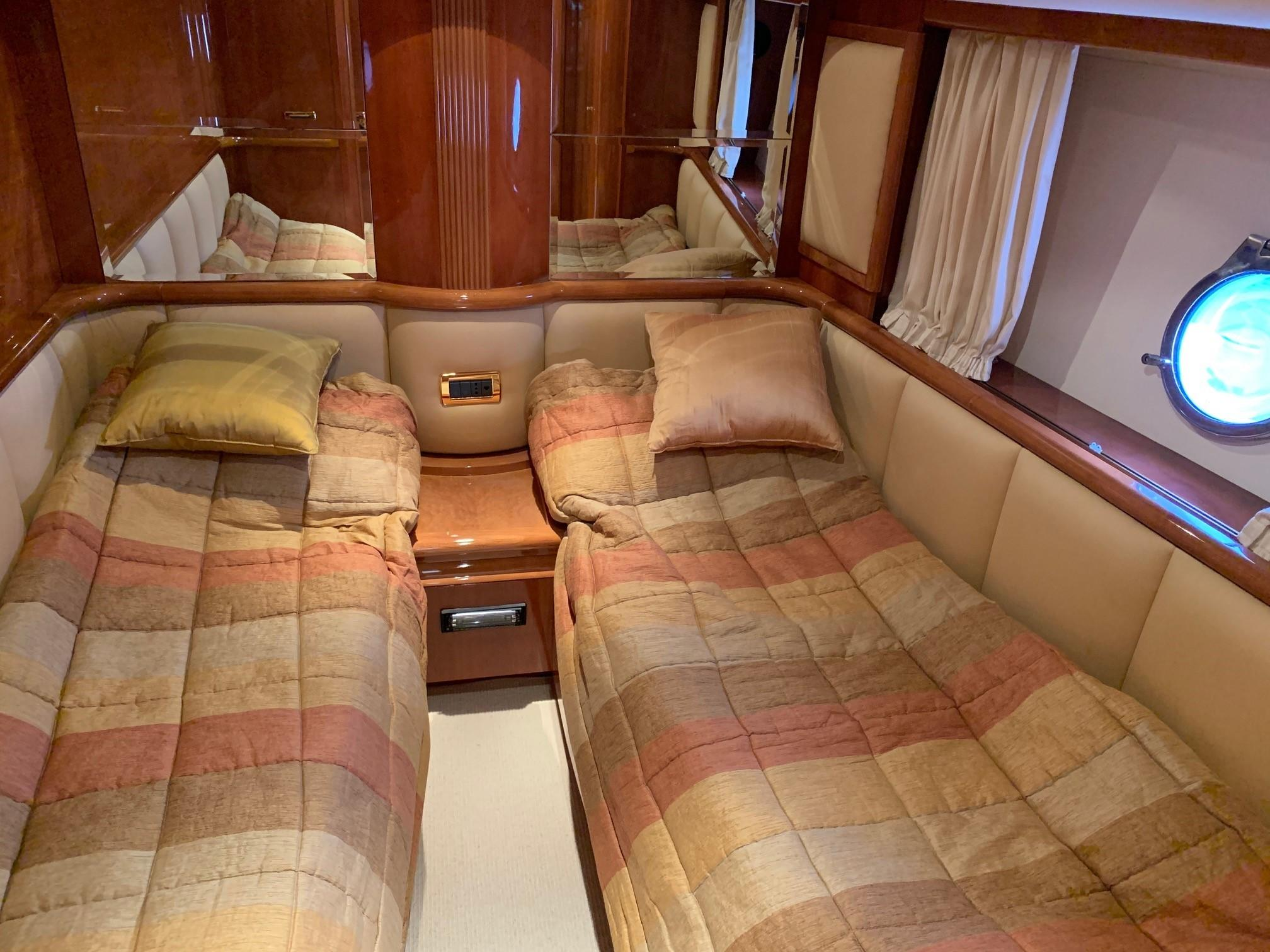 Azimut 80 - Guest Cabin 1