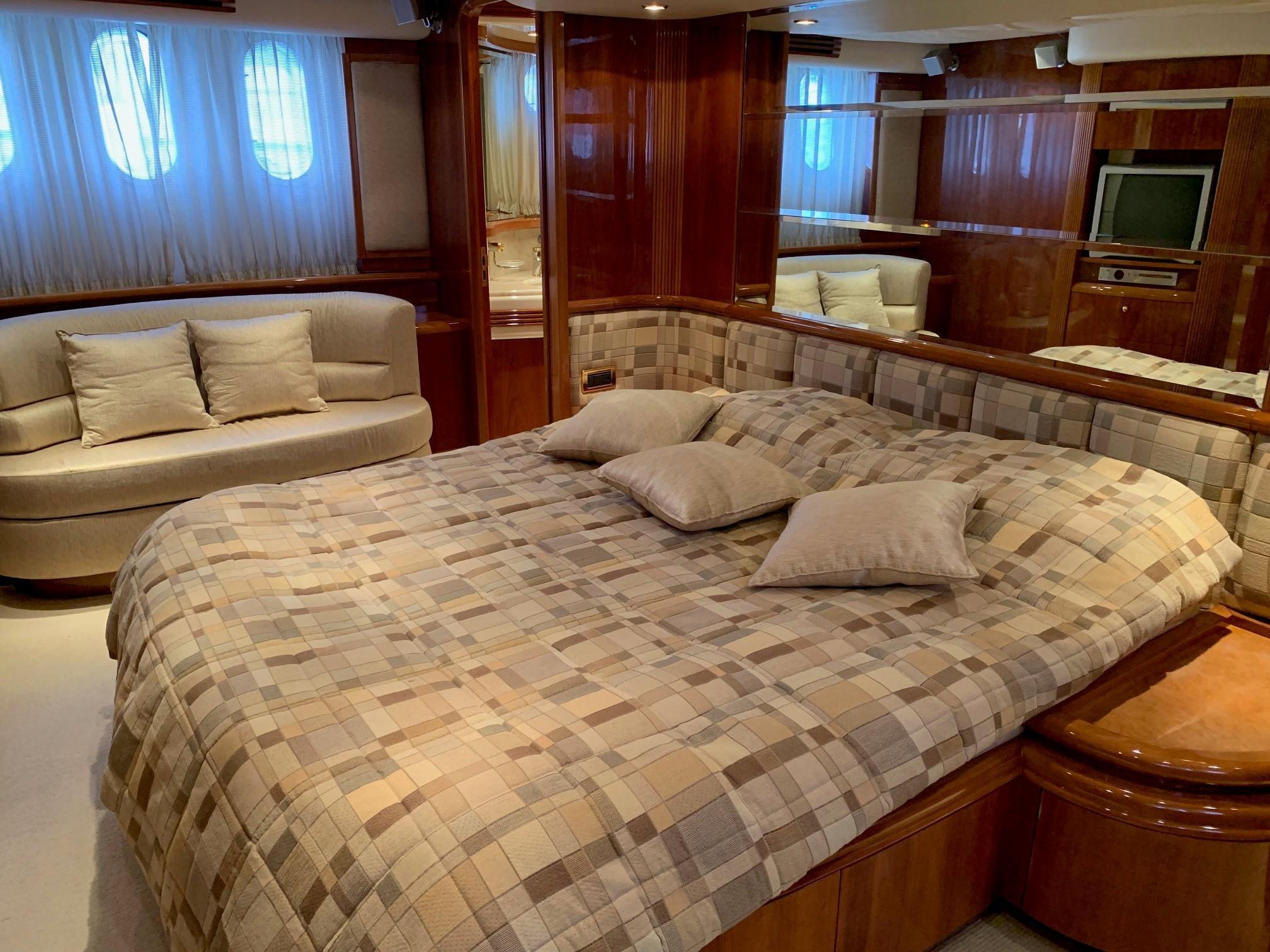 Azimut 80 - Master Cabin