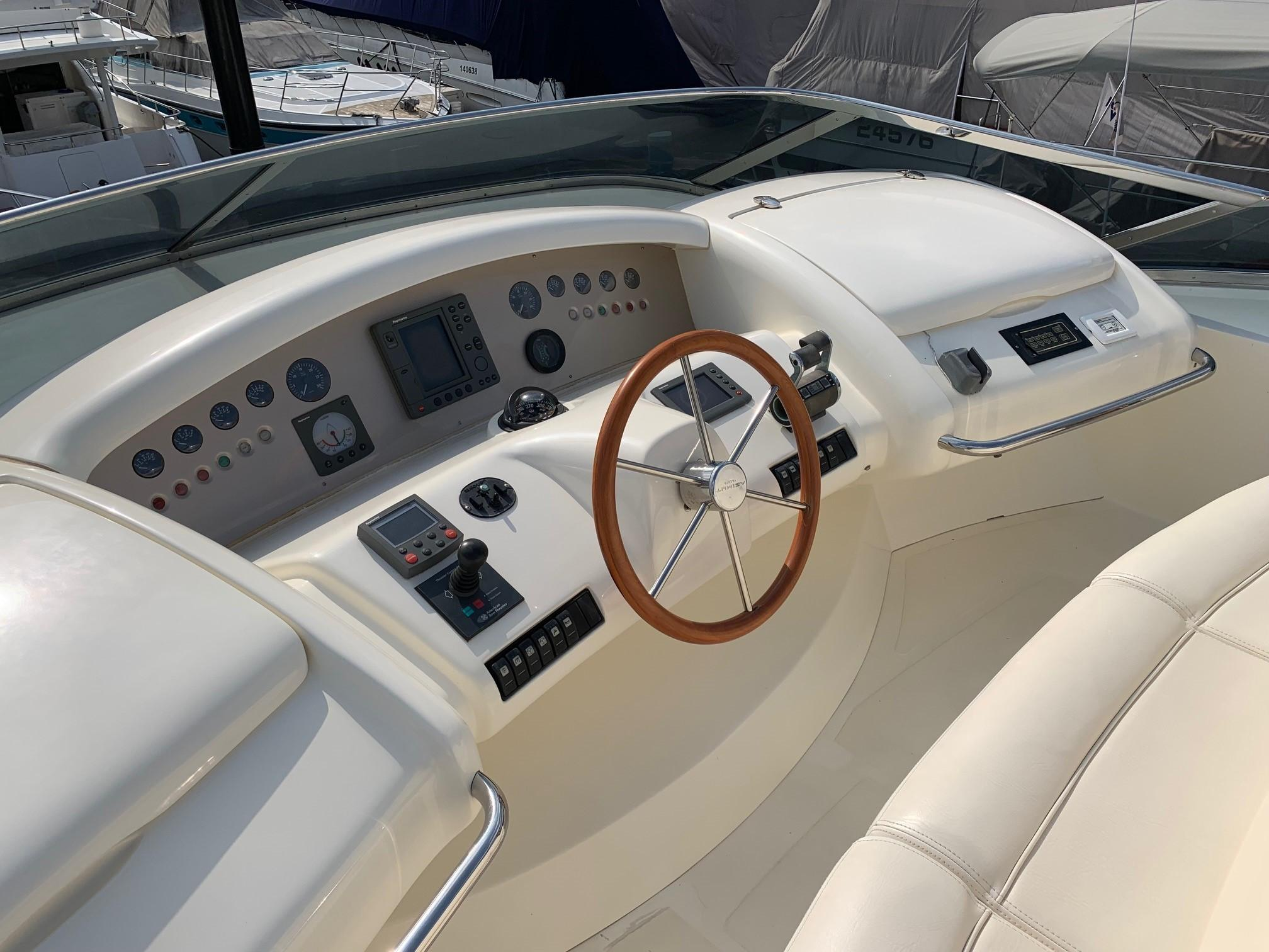 Azimut 80 - Flybridge Helm