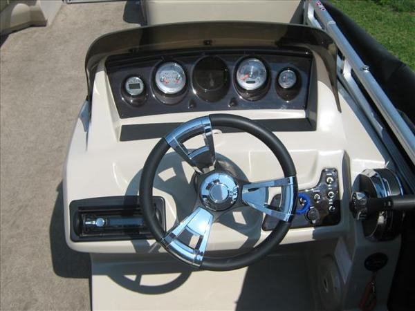 2013 Harris boat for sale, model of the boat is Sunliner 200 & Image # 3 of 6