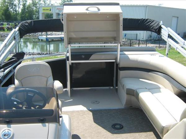 2013 Harris boat for sale, model of the boat is Sunliner 200 & Image # 5 of 6