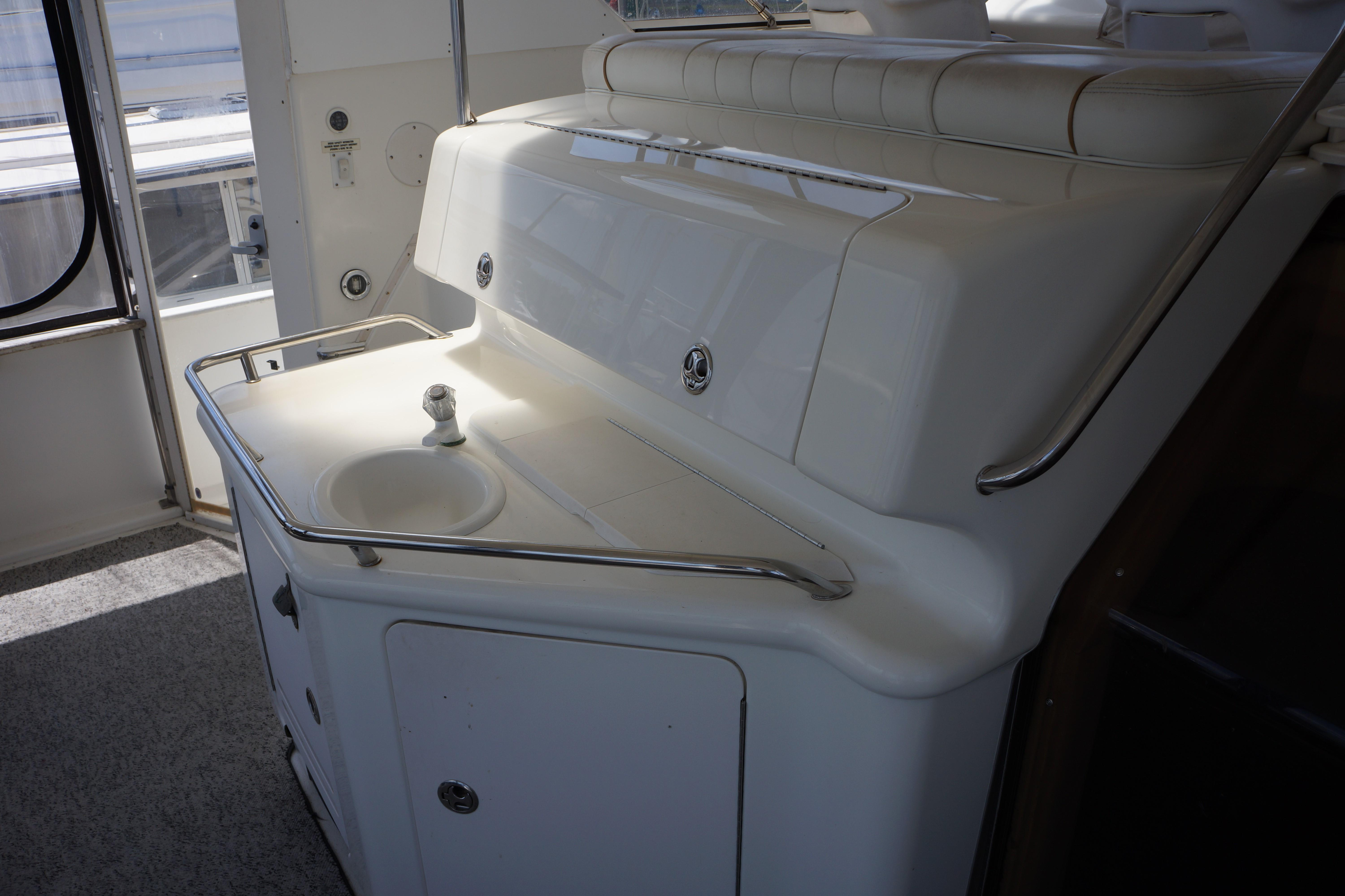 Sea Ray 370 Aft Cabin - wet bar and stowage