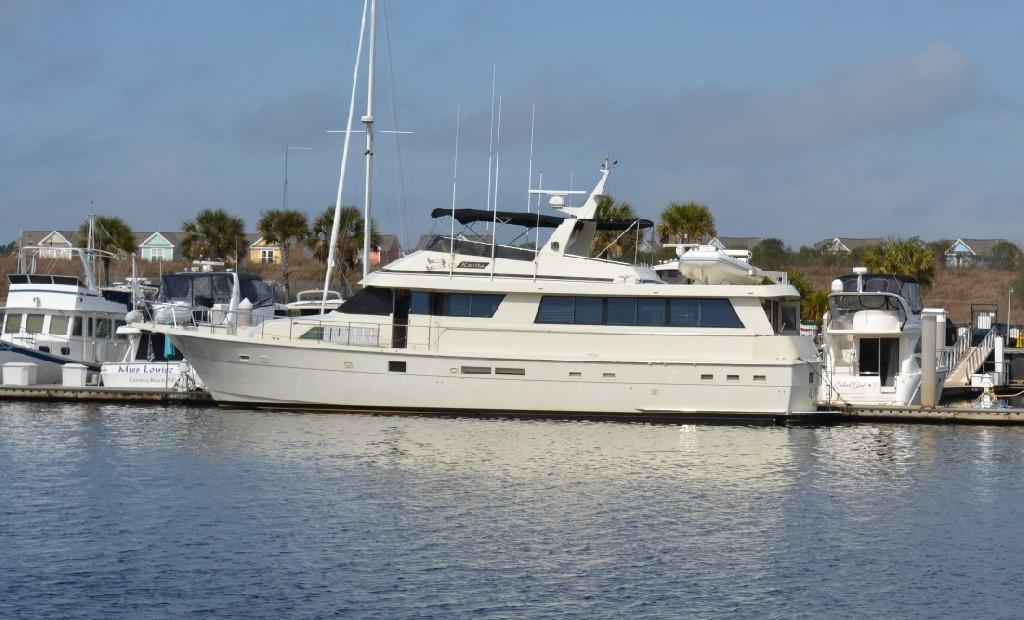 Hatteras 70 Motor Yacht - Profile