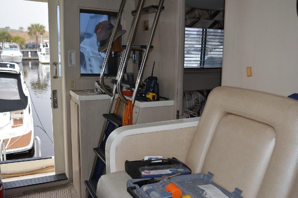 Hatteras 70 Motor Yacht - Pilothouse 4