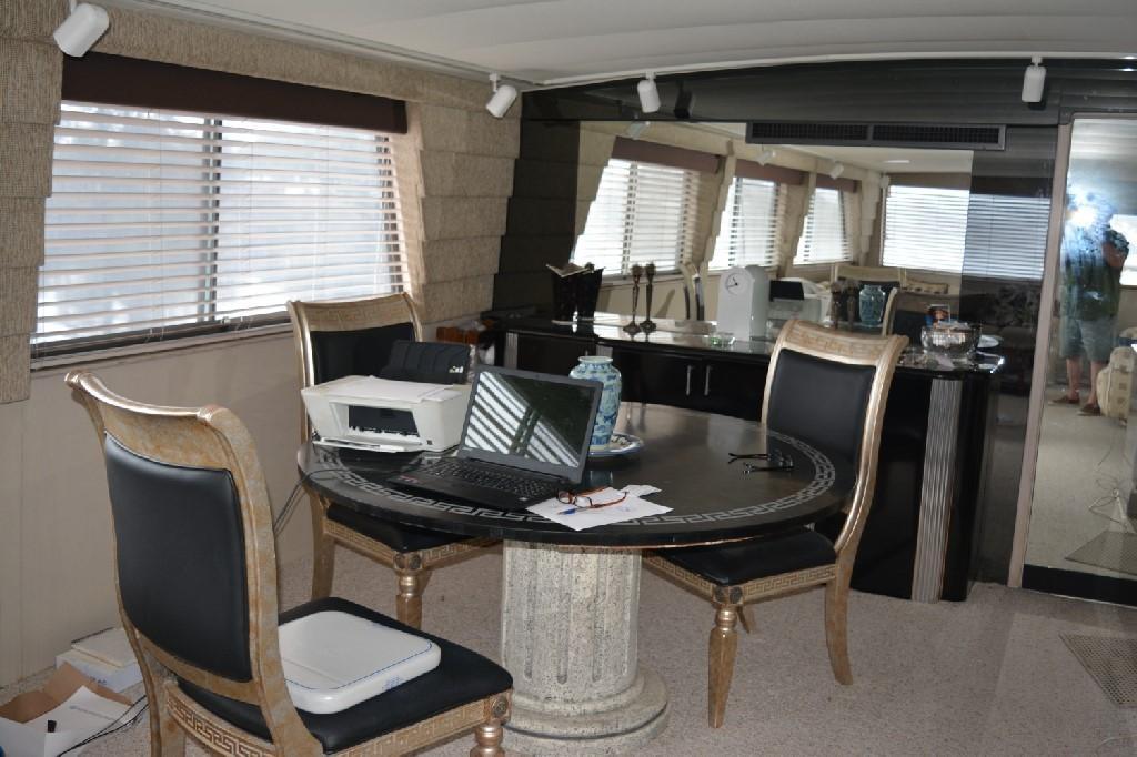 Hatteras 70 Motor Yacht - Dining Table