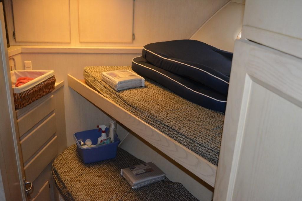 Hatteras 70 Motor Yacht - Forward Stateroom 3