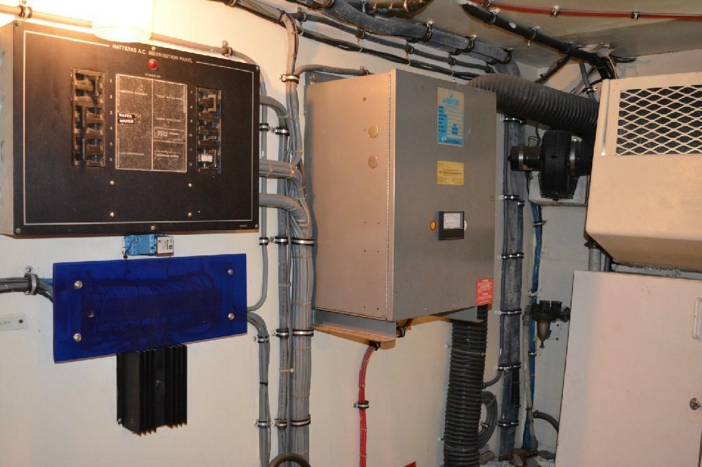 Hatteras 70 Motor Yacht - Engine Room 8