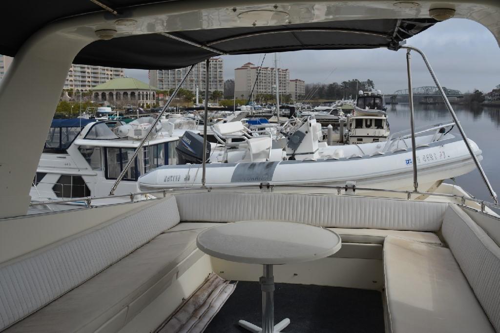 Hatteras 70 Motor Yacht - Bridge Deck Aft Seating