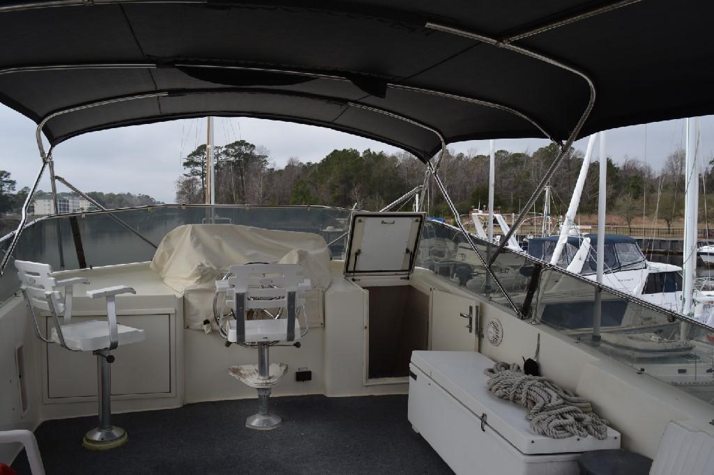 Hatteras 70 Motor Yacht - Bridge Deck Forward