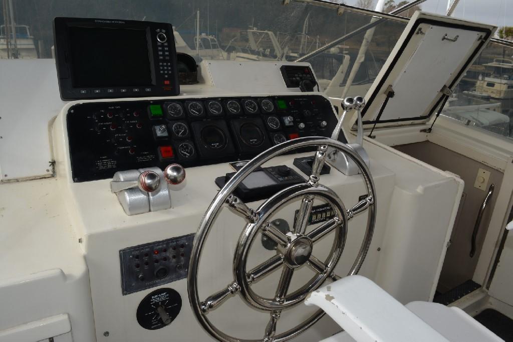 Hatteras 70 Motor Yacht - Upper Helm 2