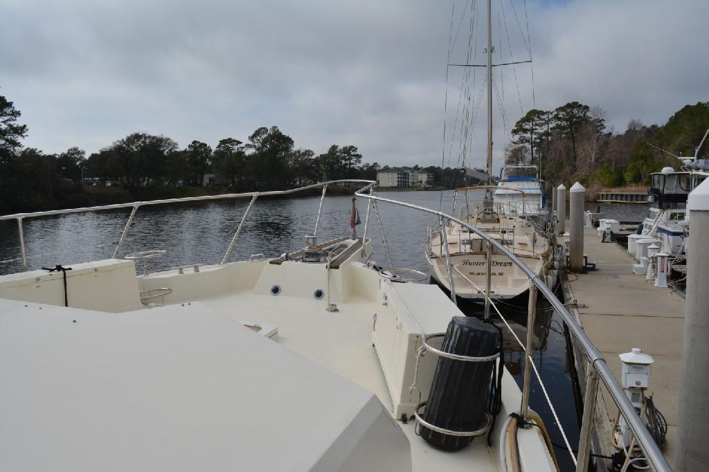 Hatteras 70 Motor Yacht - Foredeck 2
