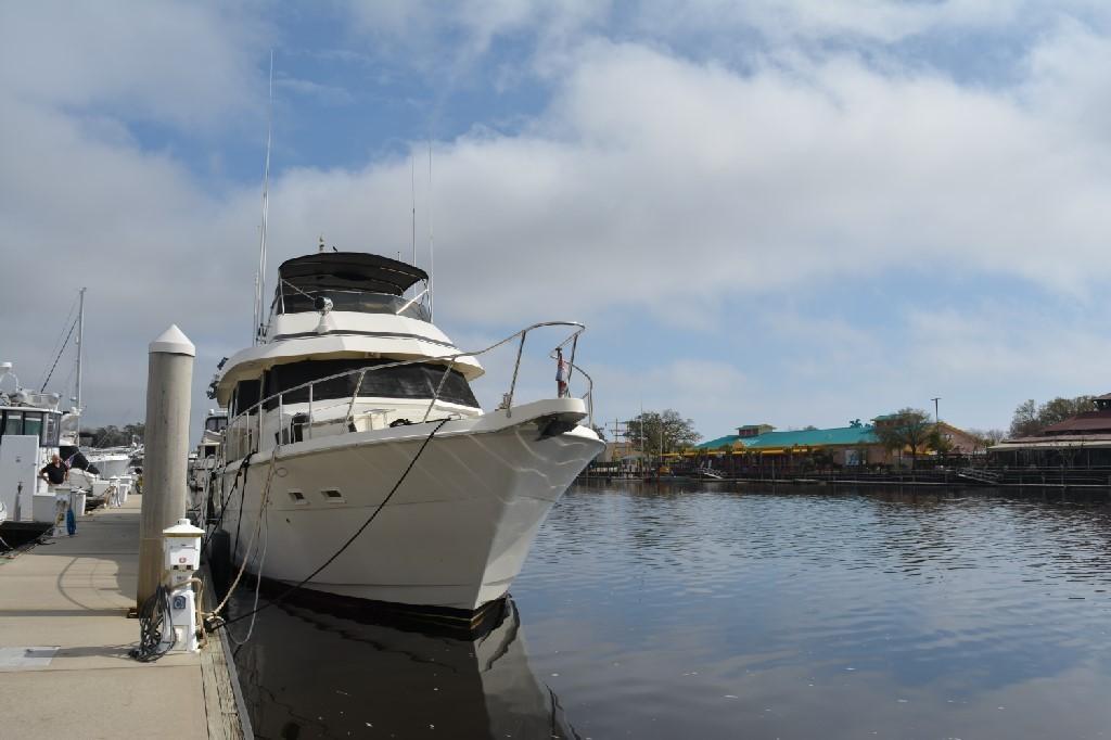 Hatteras 70 Motor Yacht - Bow