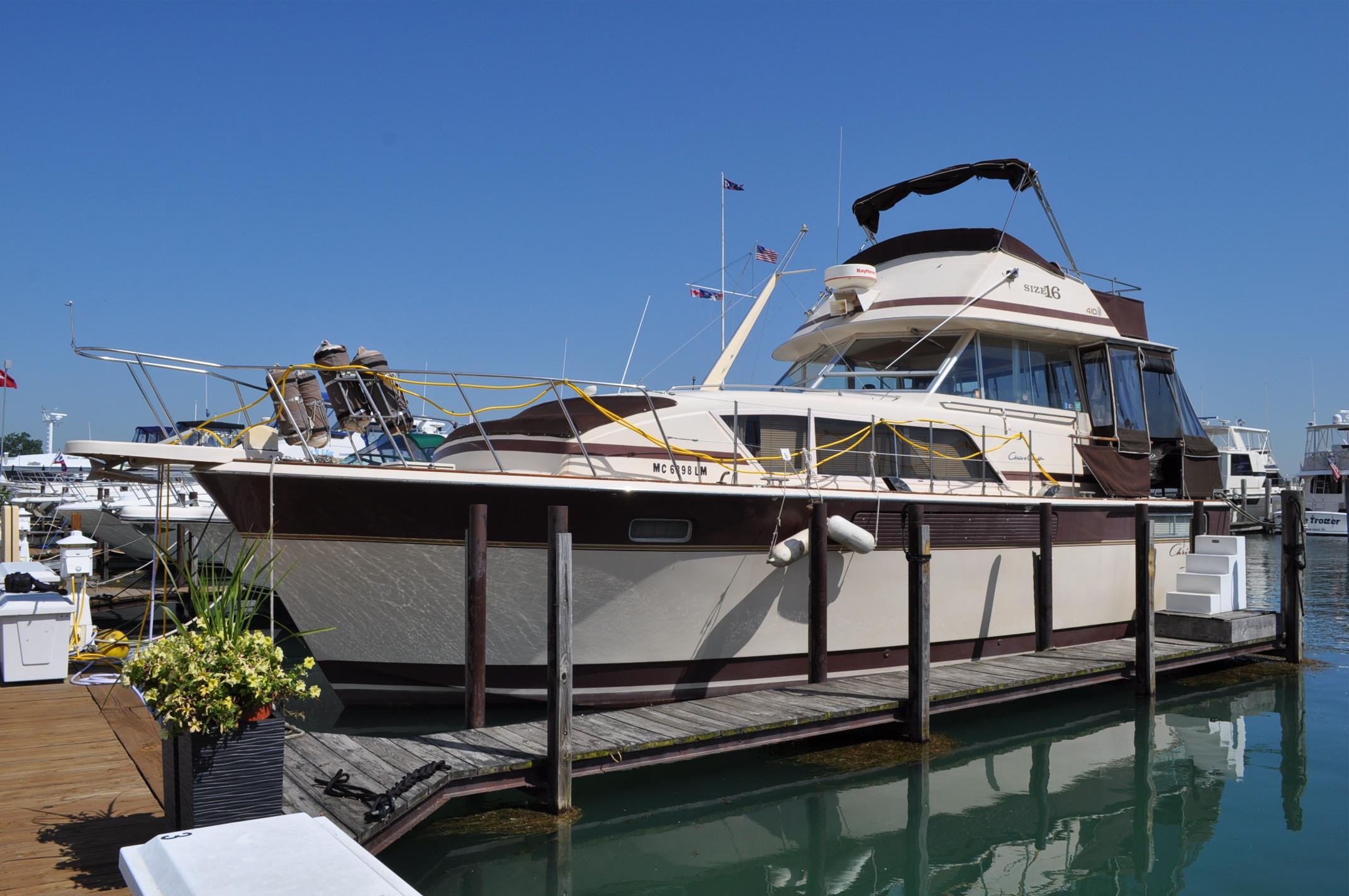 Chris Craft 410 Motor Yacht