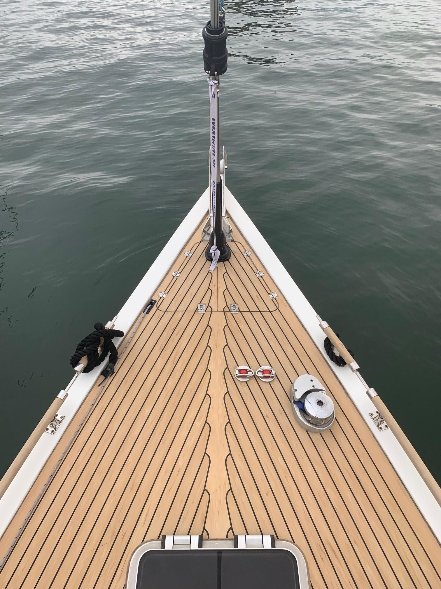 Cheoy Lee Offshore 36 - Foredeck