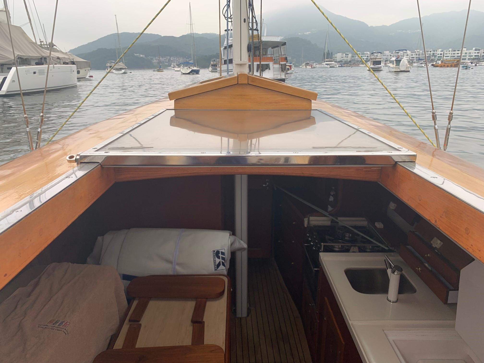 Cheoy Lee Offshore 36 - Companionway
