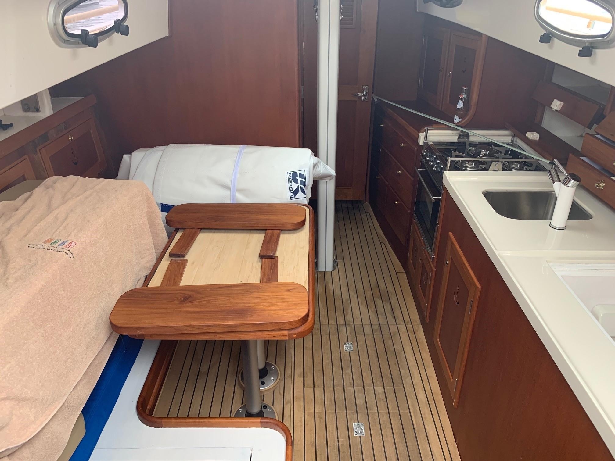 Cheoy Lee Offshore 36 - Saloon