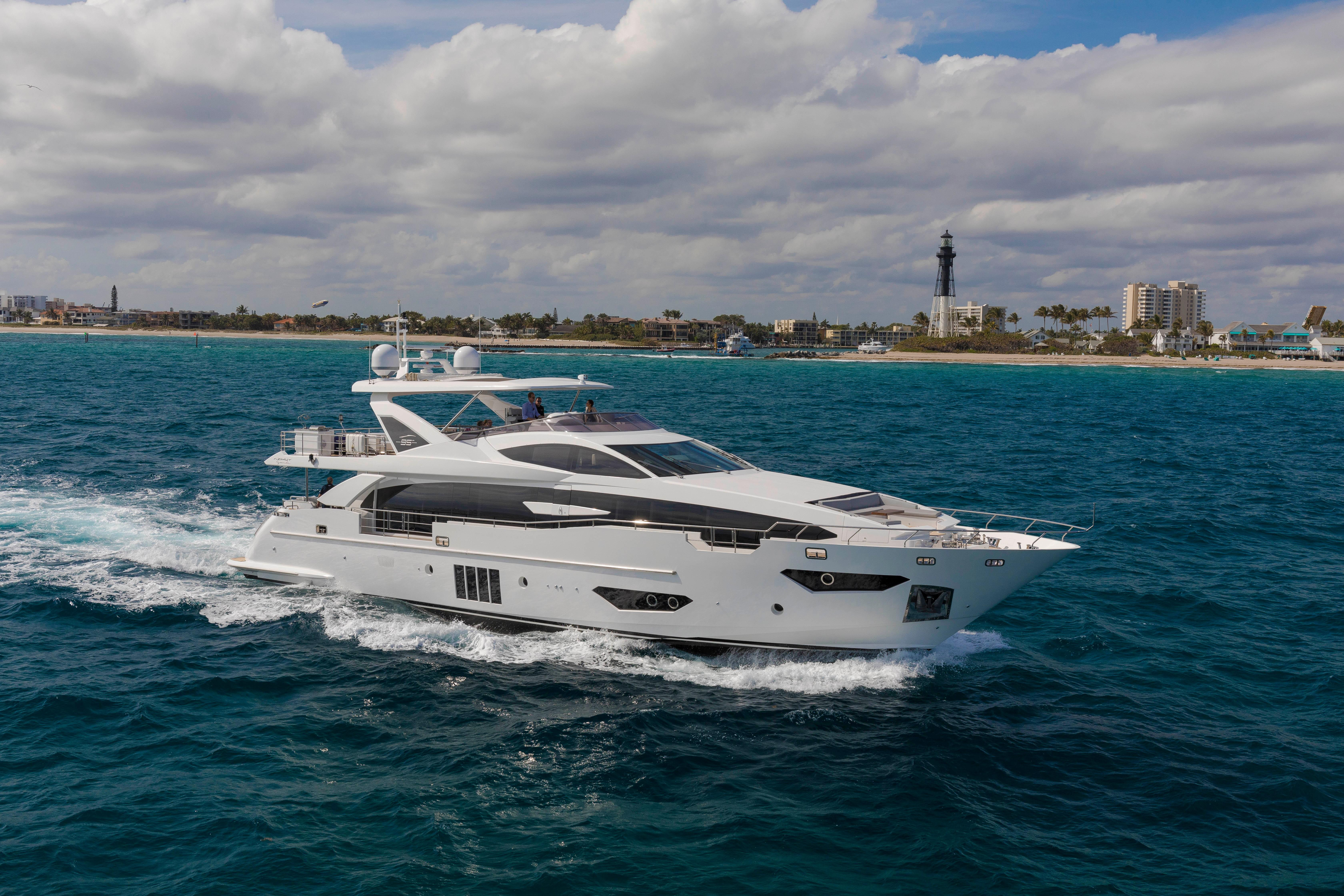95 ft Azimut 95 Raised Pilothouse