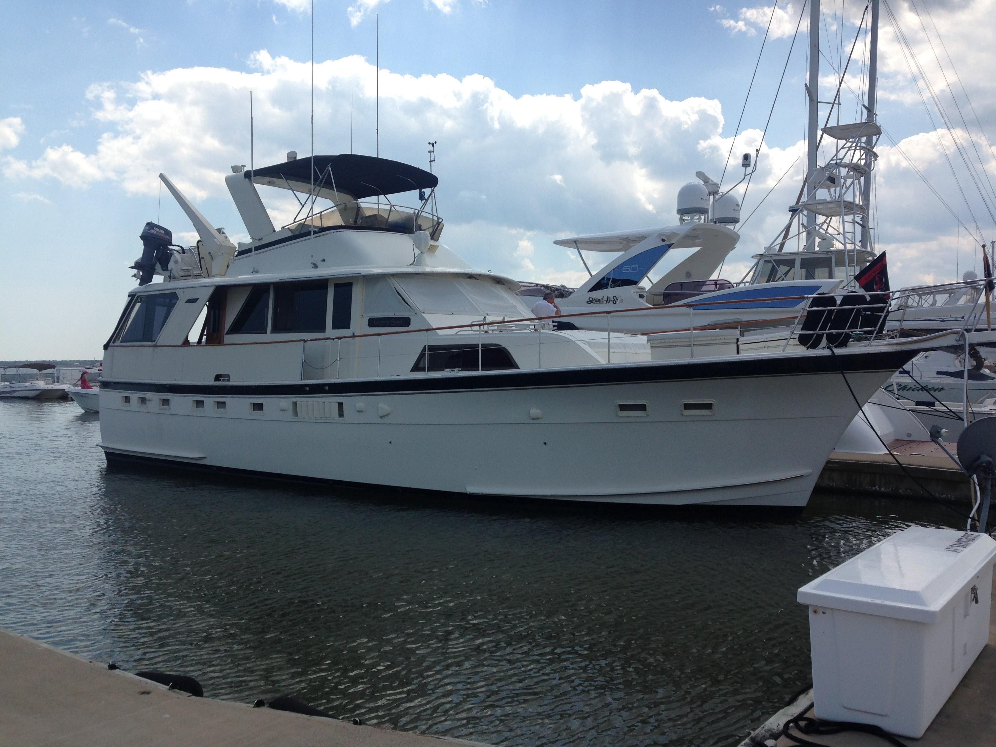 Hatteras 53 Motor Yacht - Starboard profile dockside