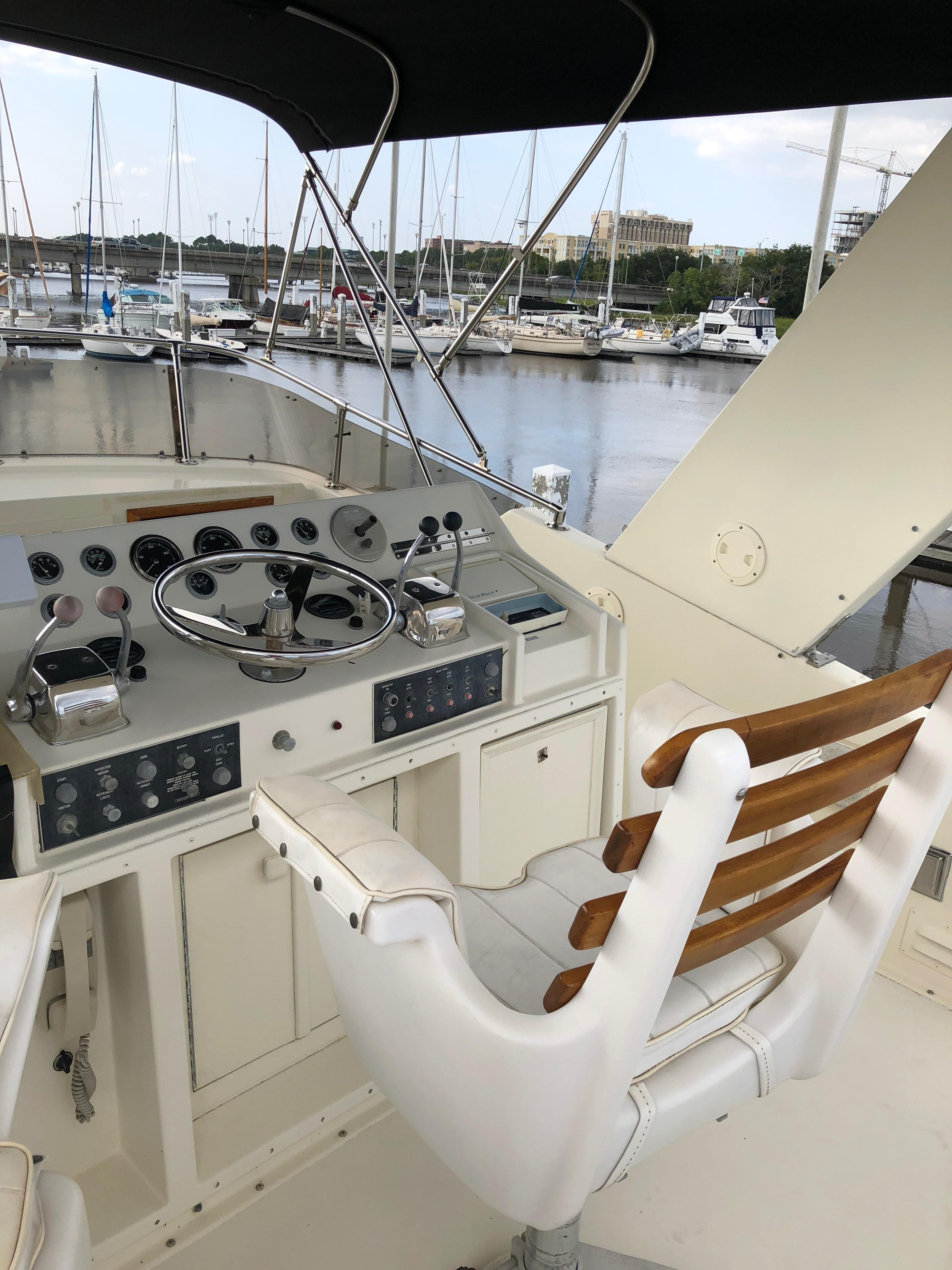 Hatteras 53 Motor Yacht - Flybridge Helm