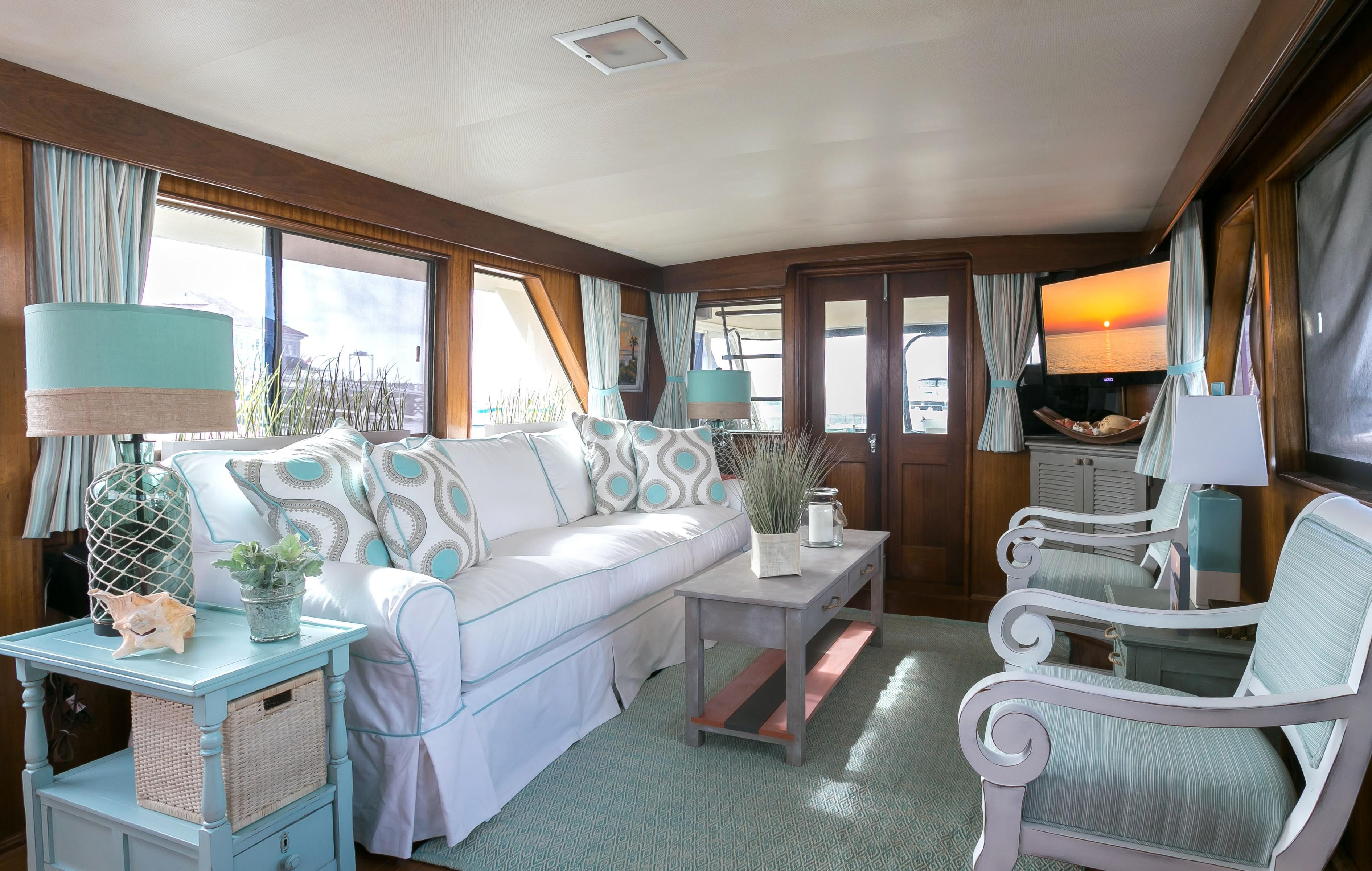 Hatteras 53 Motor Yacht - Salon looking aft