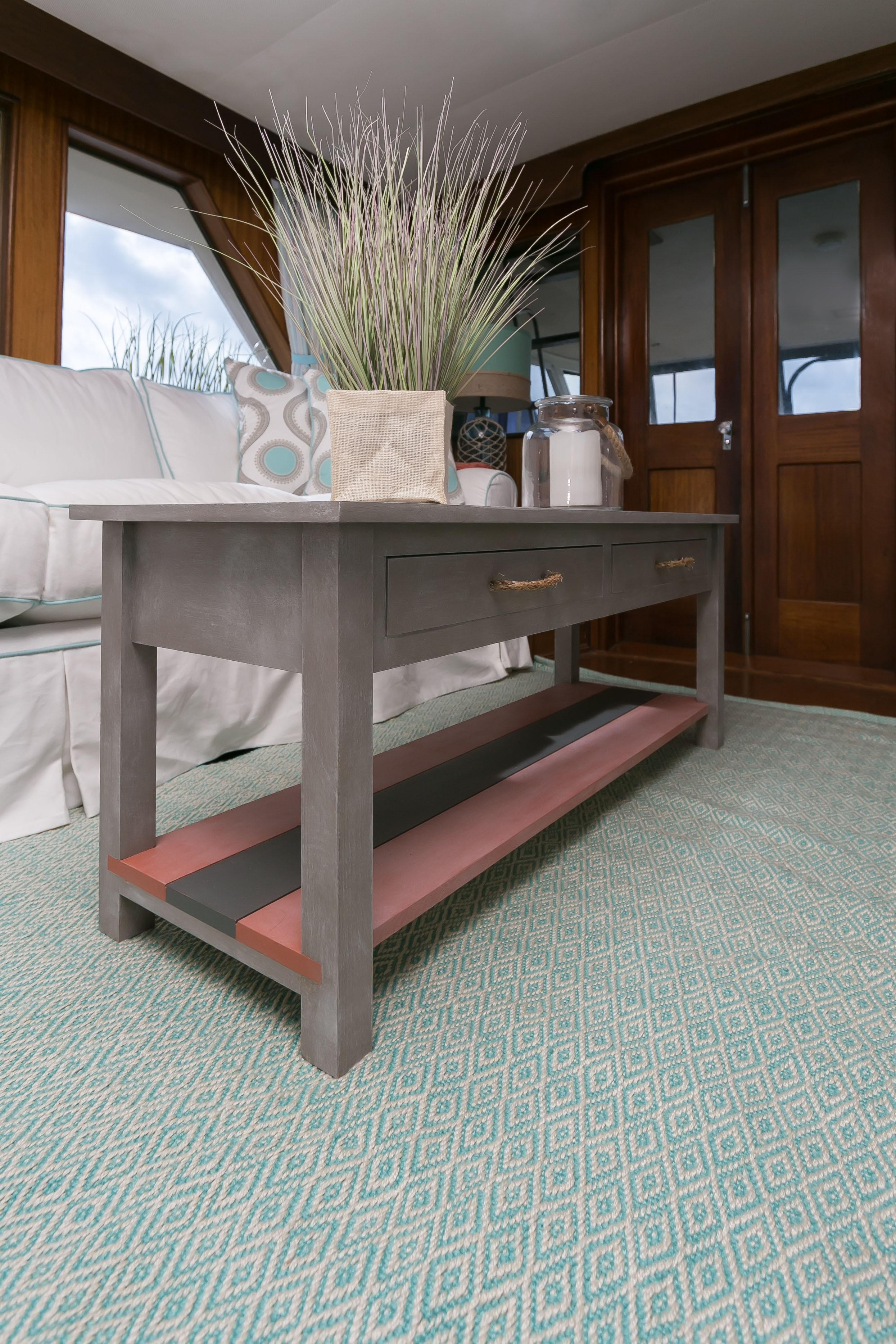 Hatteras 53 Motor Yacht - Coffee Table in Salon