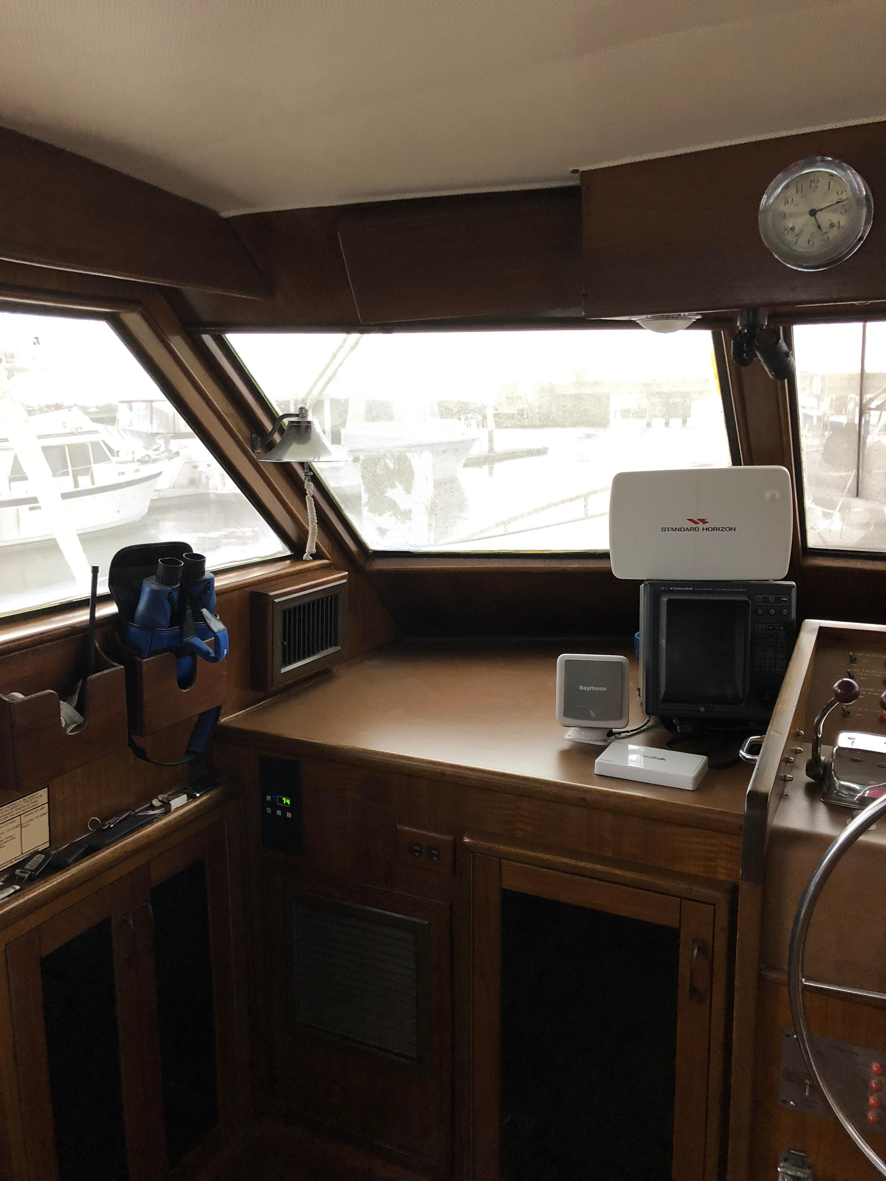 Hatteras 53 Motor Yacht - Helm to port