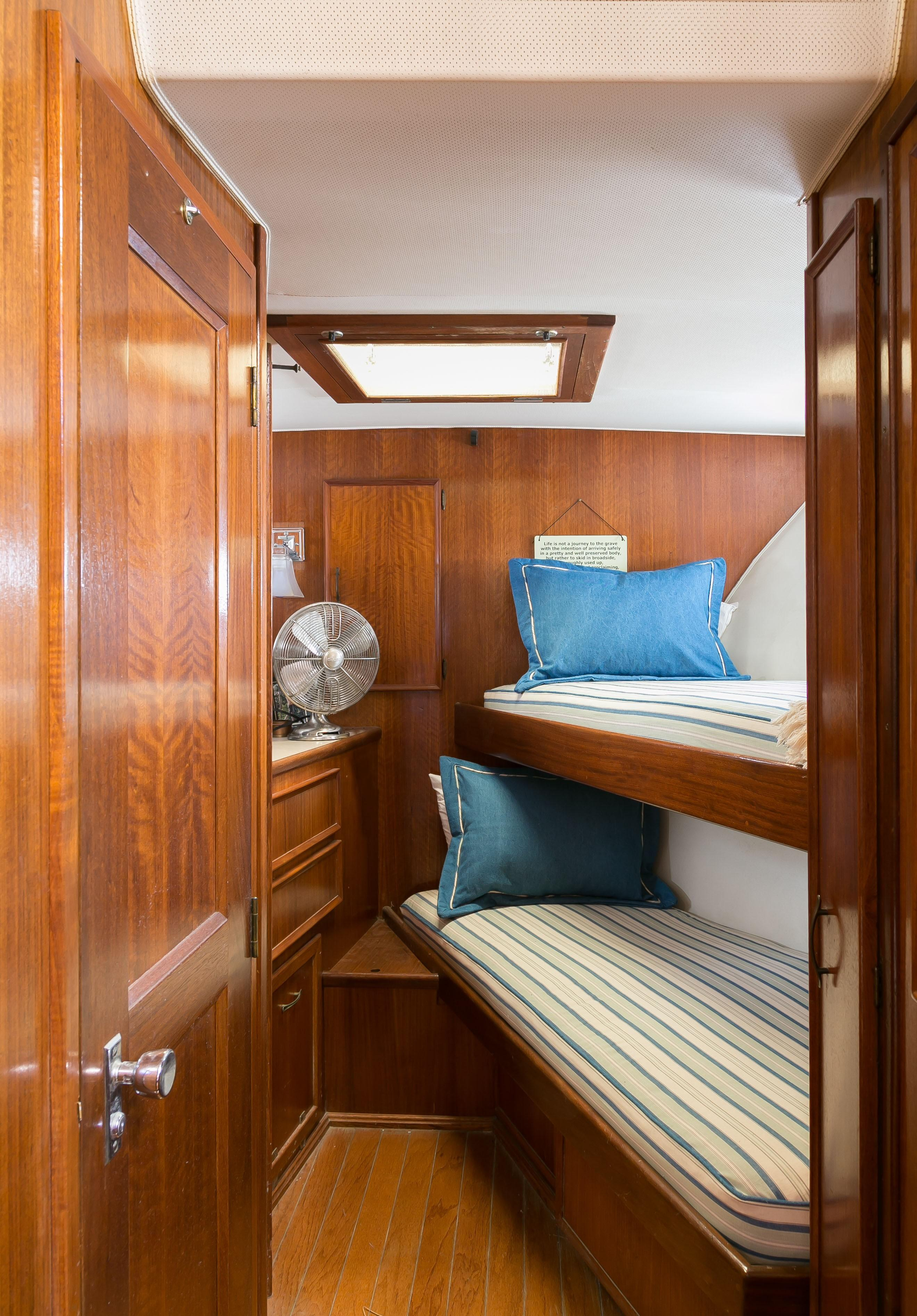 Hatteras 53 Motor Yacht - Forward bunk room