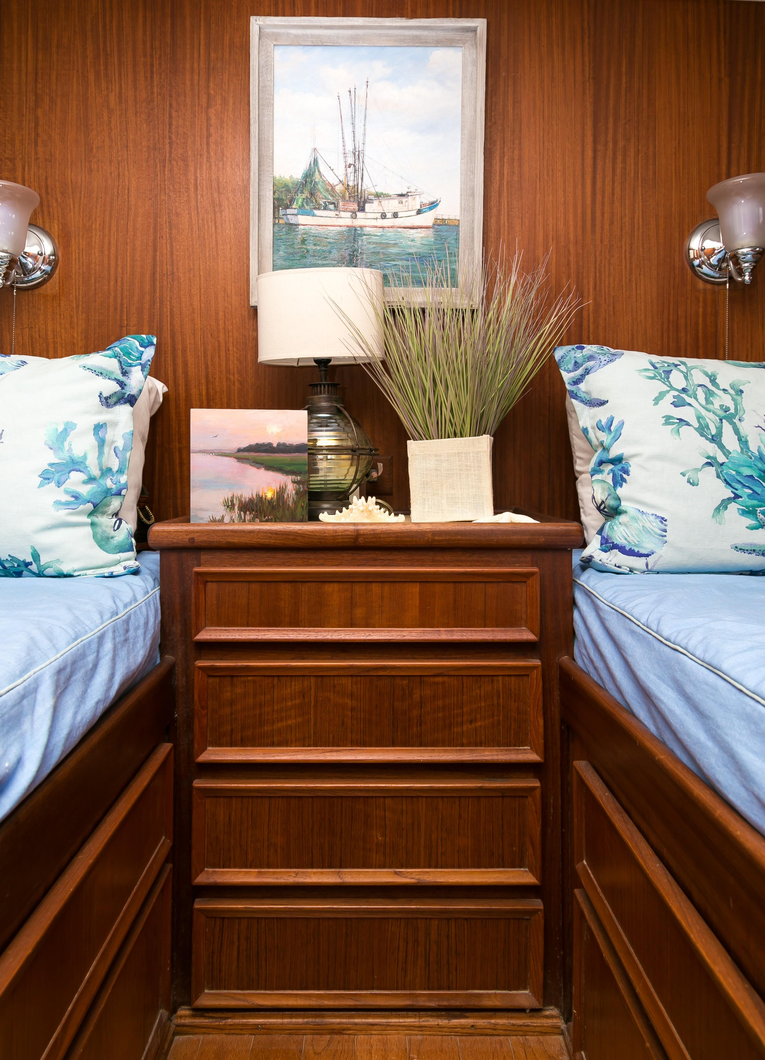 Hatteras 53 Motor Yacht - Guest Cabin with twin berths