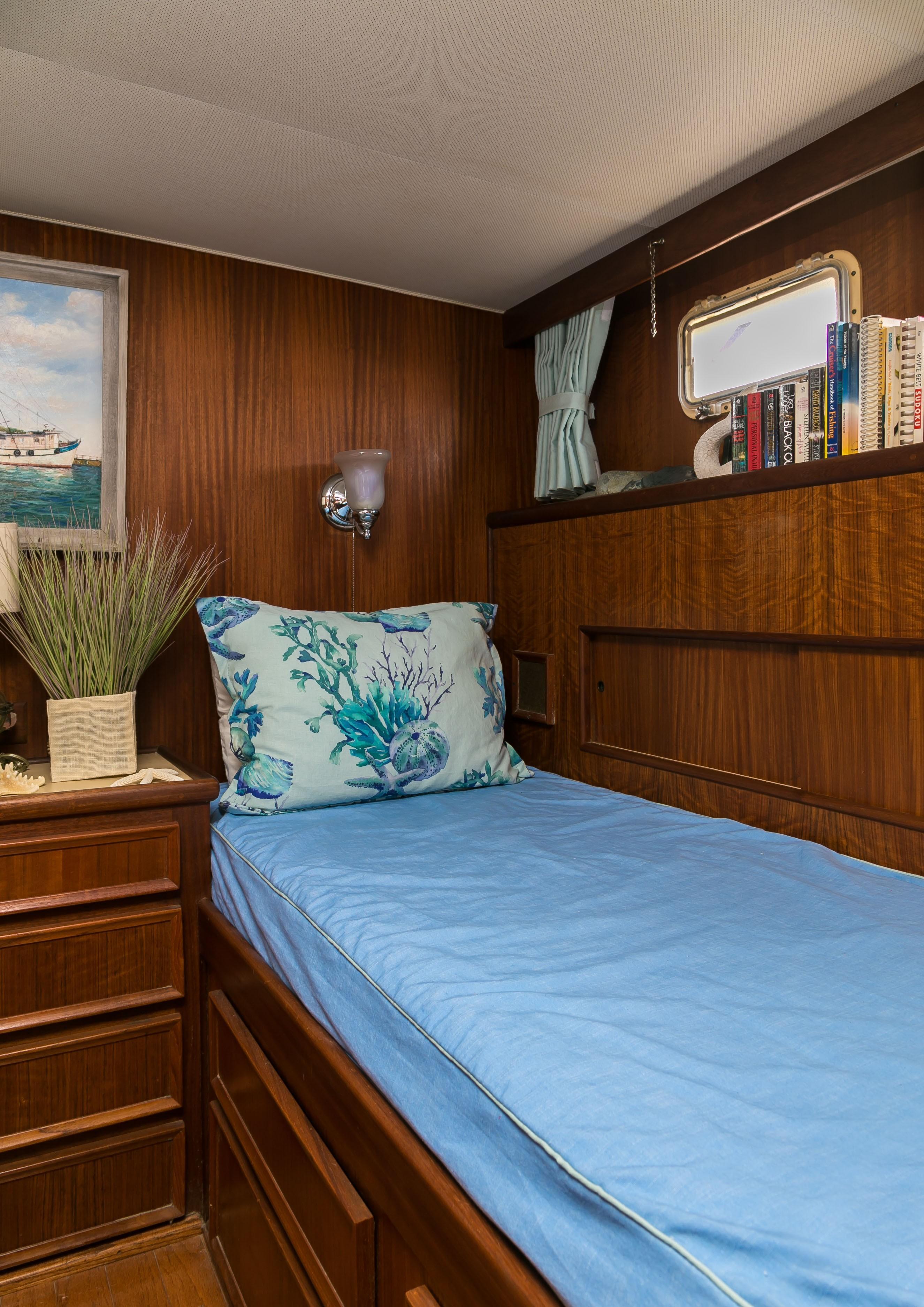 Hatteras 53 Motor Yacht - Twin Berth