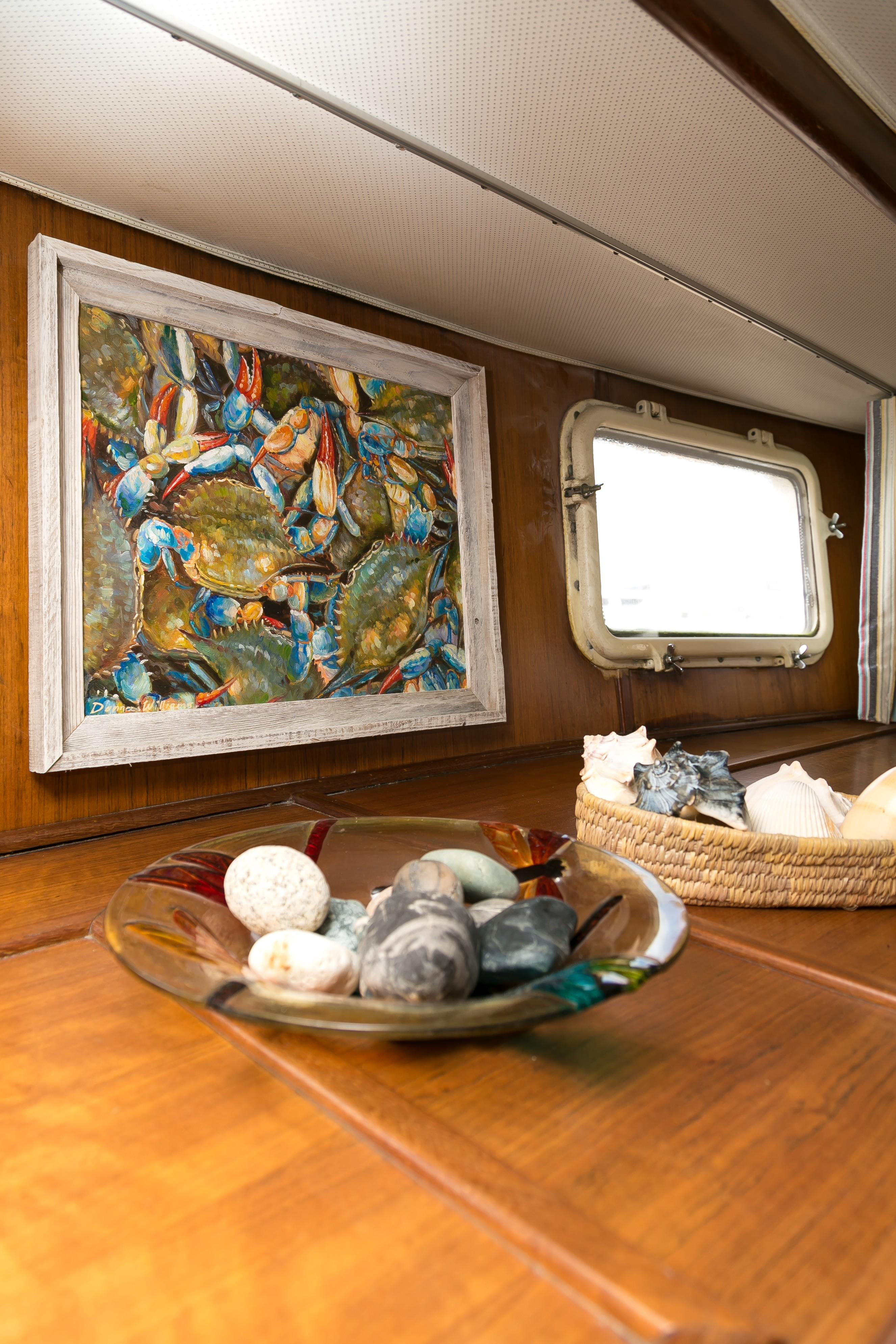 Hatteras 53 Motor Yacht - Tasteful decor in MSR