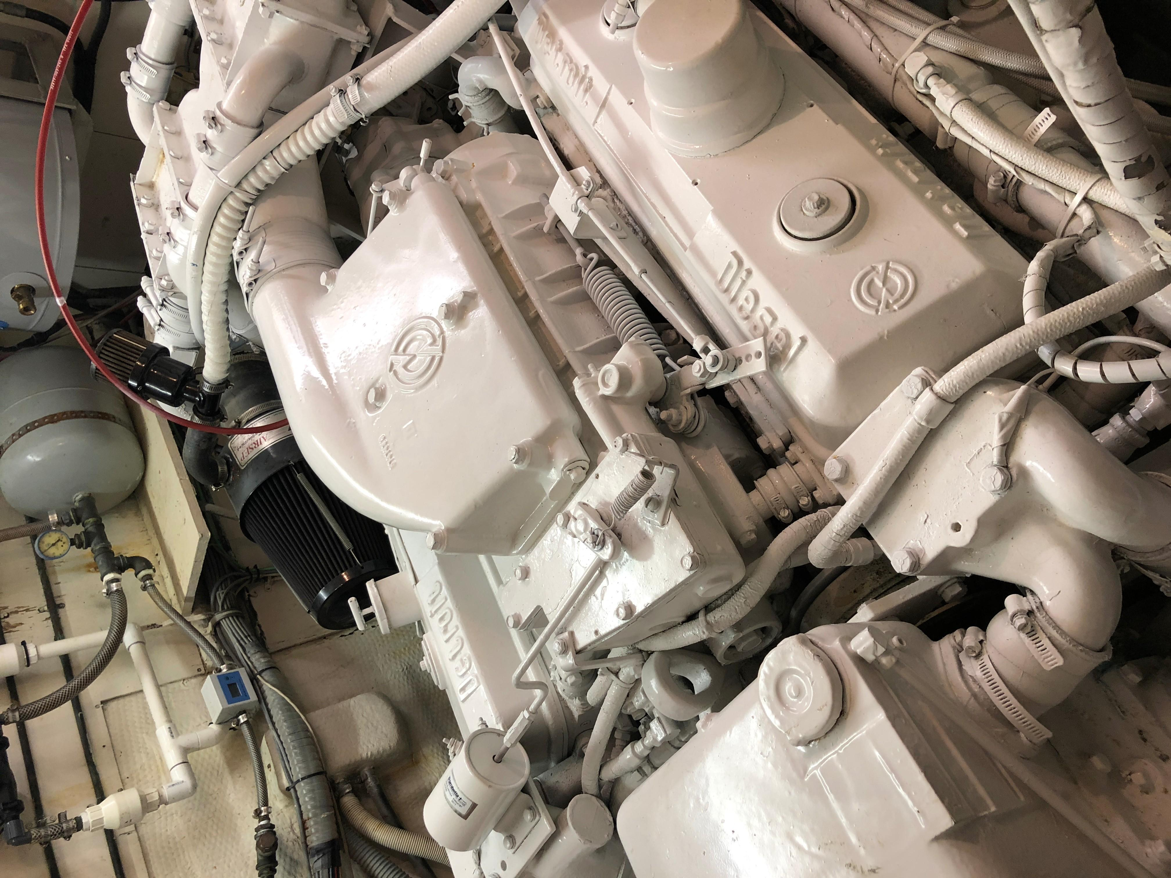 Hatteras 53 Motor Yacht - Detroit Diesel 8V71TI