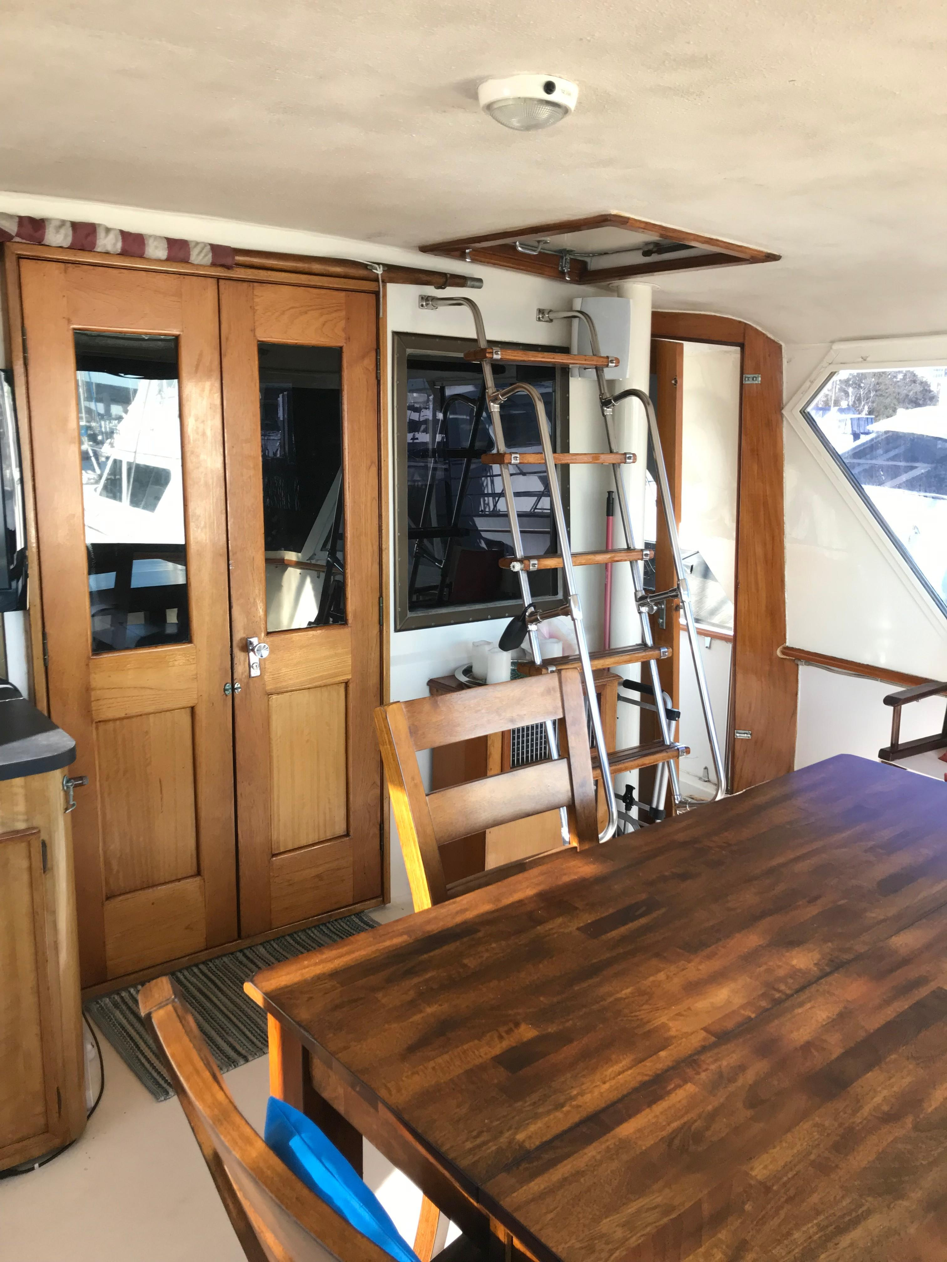 Hatteras 53 Motor Yacht - Aft Deck area to starboard looking forward