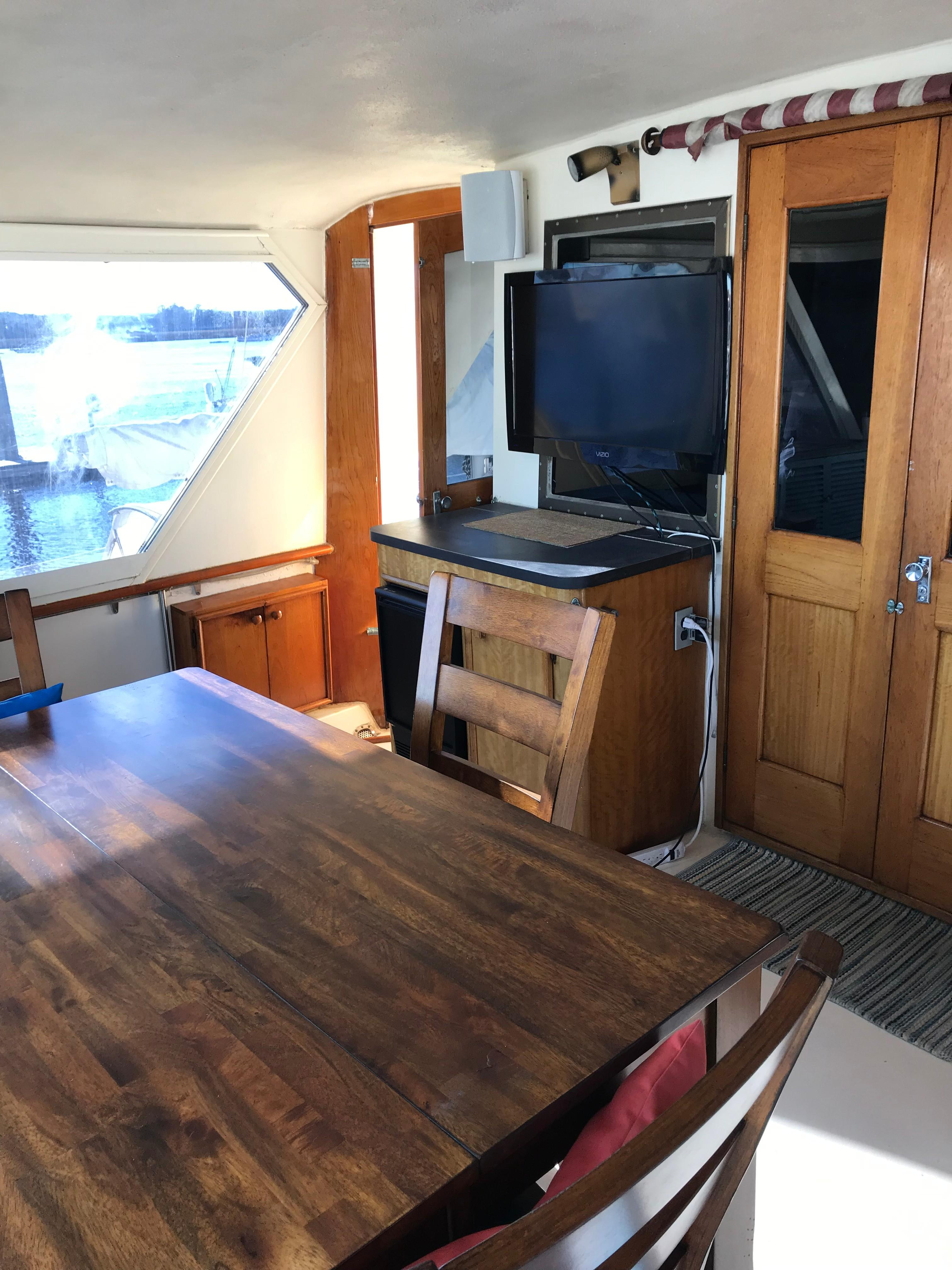 Hatteras 53 Motor Yacht - Aft Deck area to port looking forward