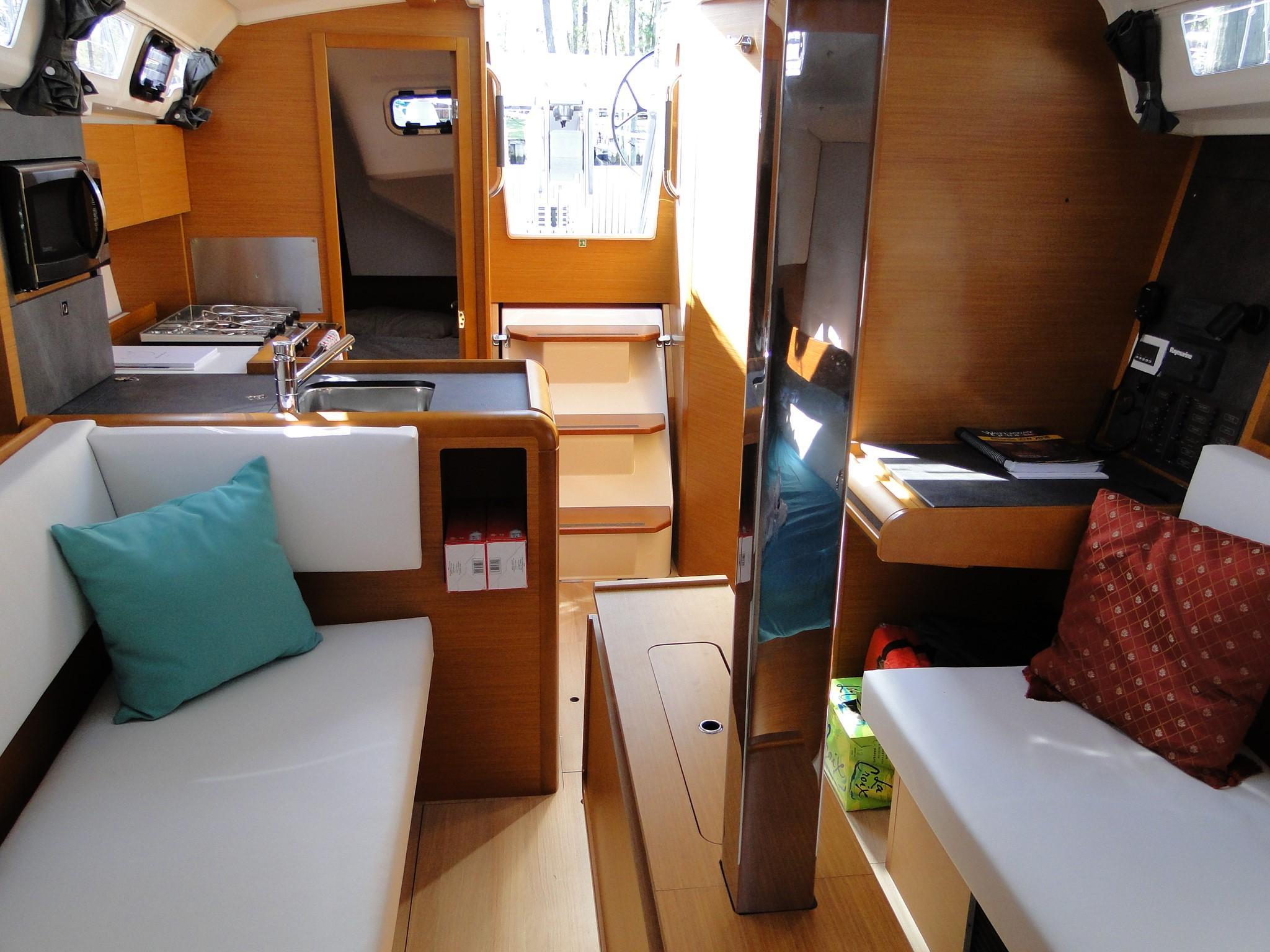 2017 Jeanneau Sun Odyssey 349 | Sailboats for Sale
