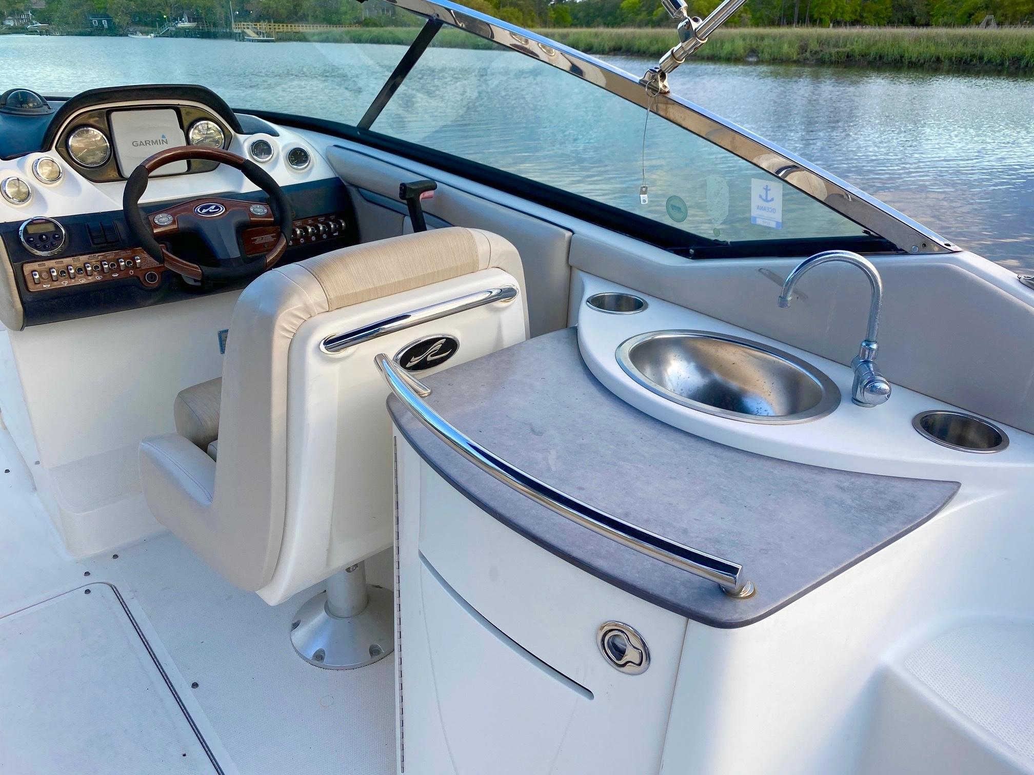 Sea Ray 270 SLX - Wet Bar and Helm Area