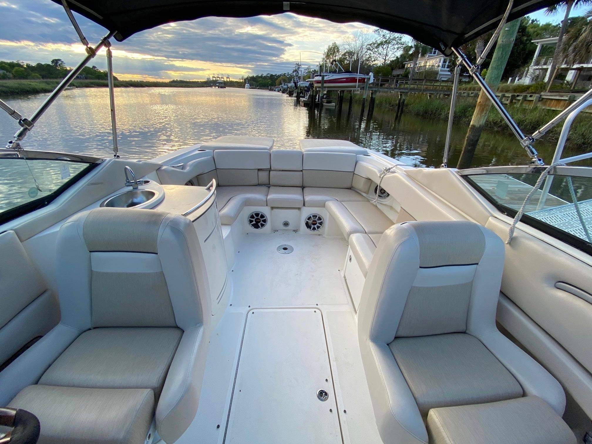Sea Ray 270 SLX - Center Walkway