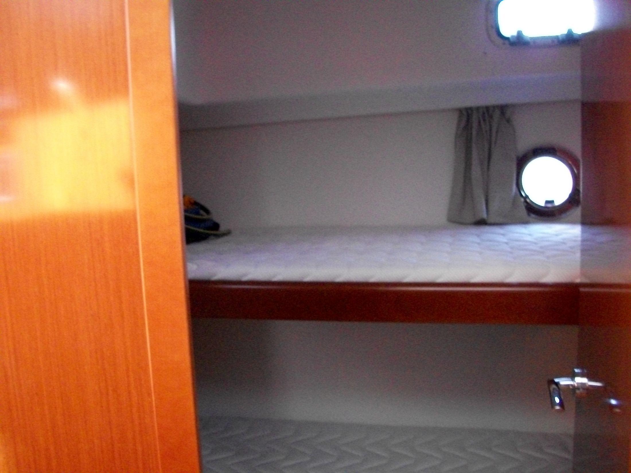 Side Cabin w/bunk beds