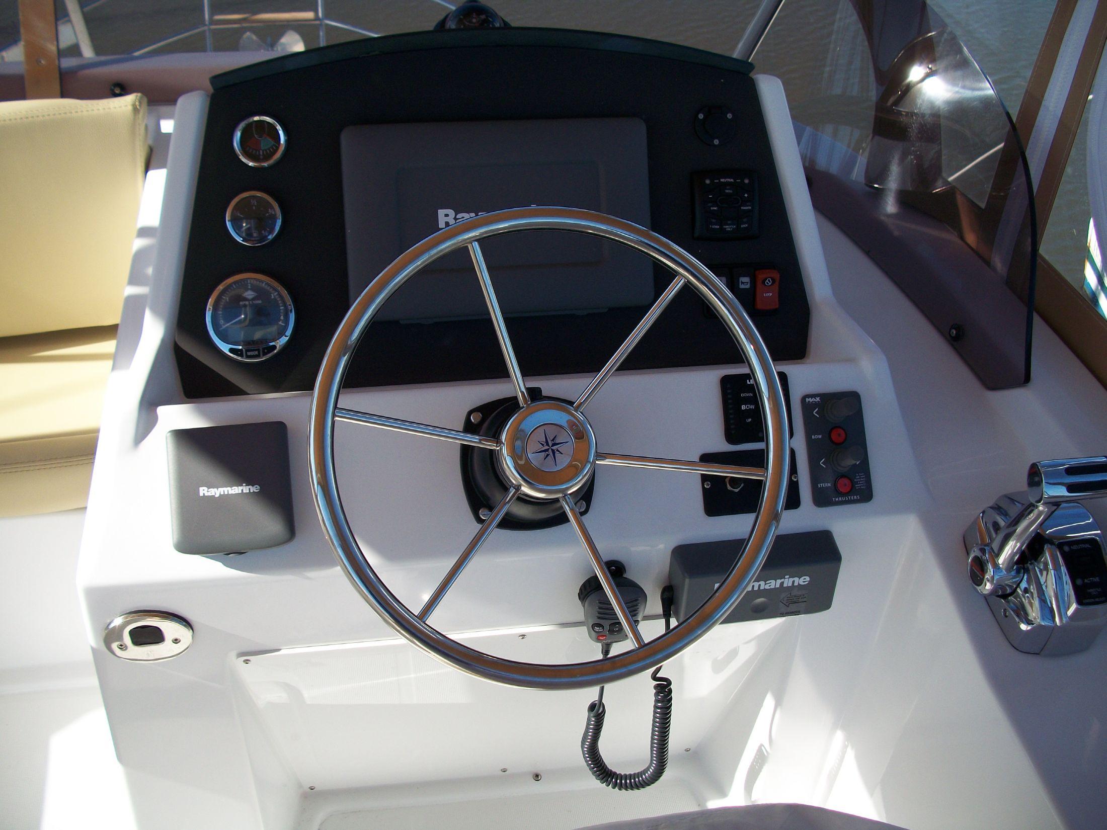 Bridge deck helm