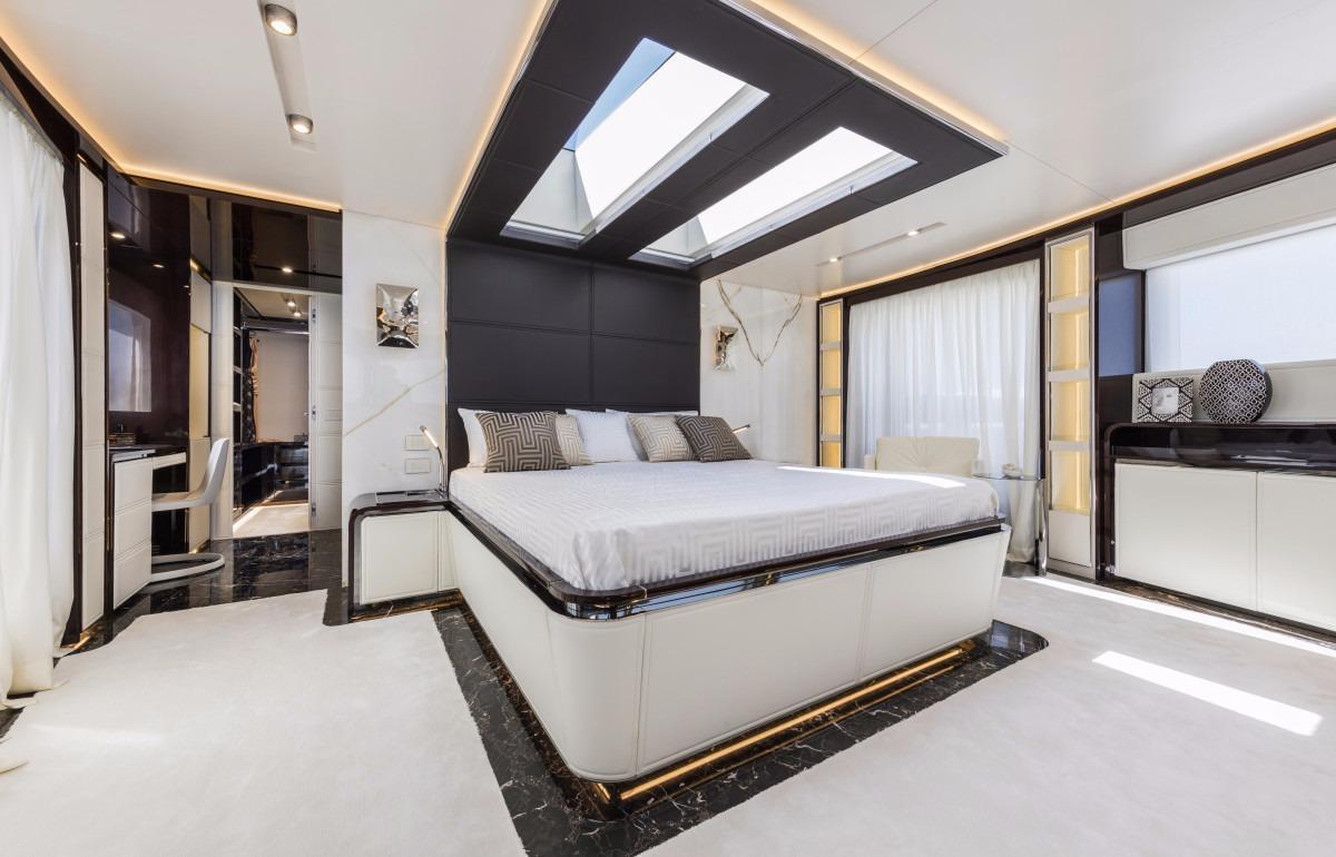 Manufacturer Provided Image: Dreamline 34 Cabin
