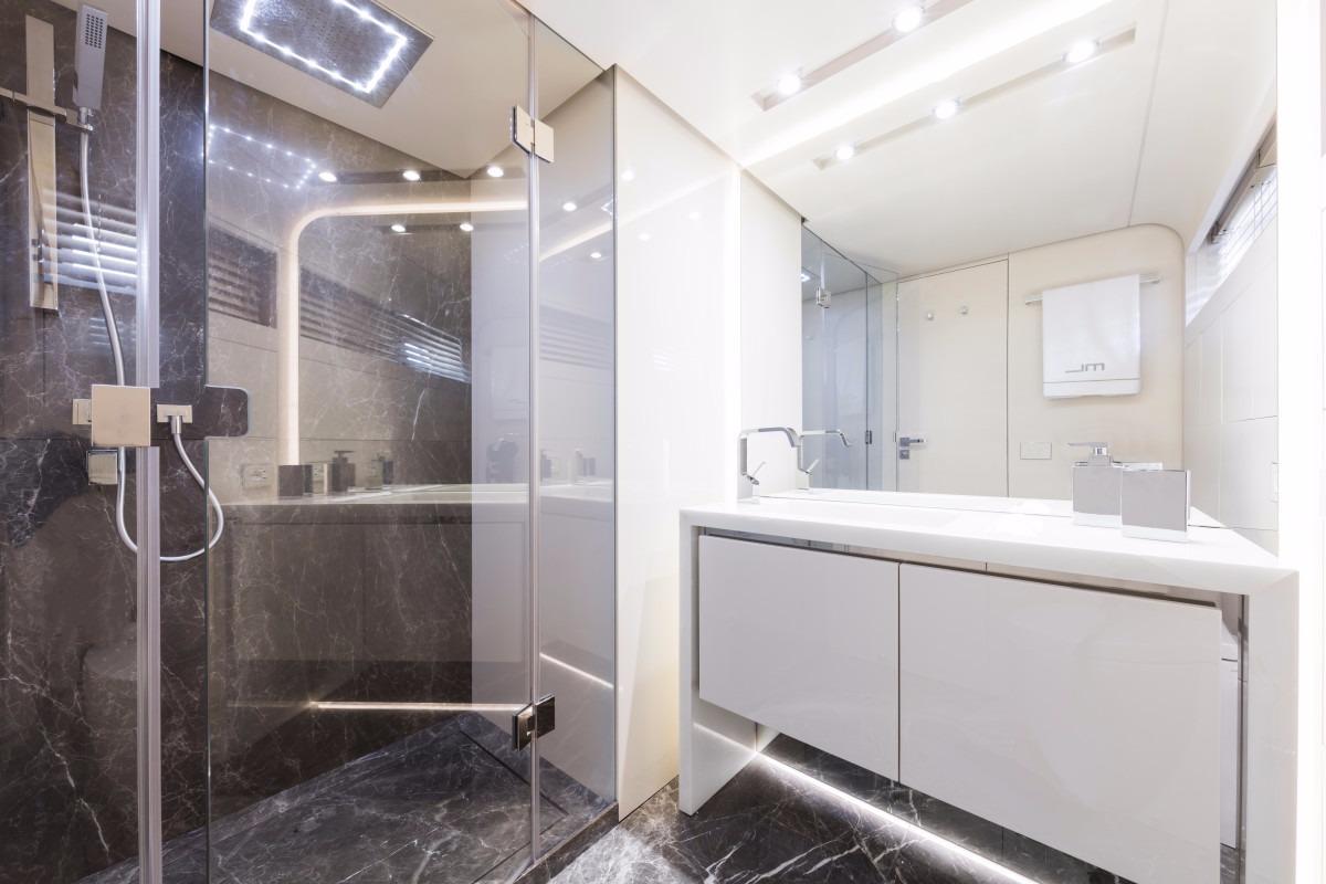 Manufacturer Provided Image: Dreamline 34 Bathroom