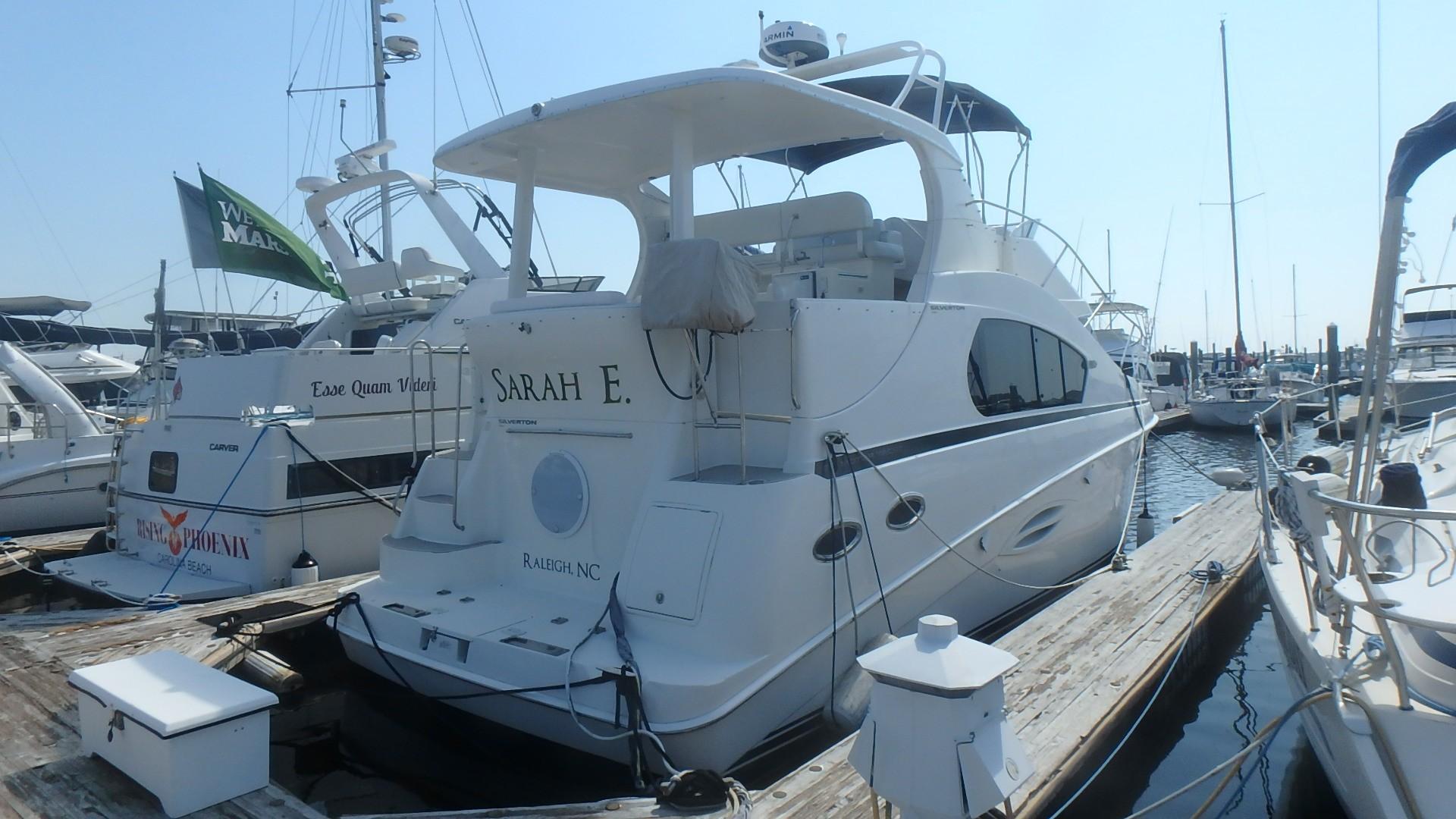 Silverton 35 Motor Yacht - Stbd Stern