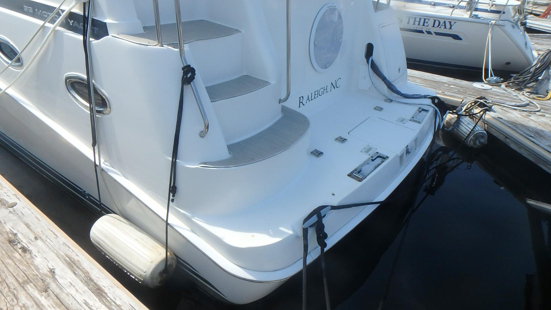 Silverton 35 Motor Yacht - Transom