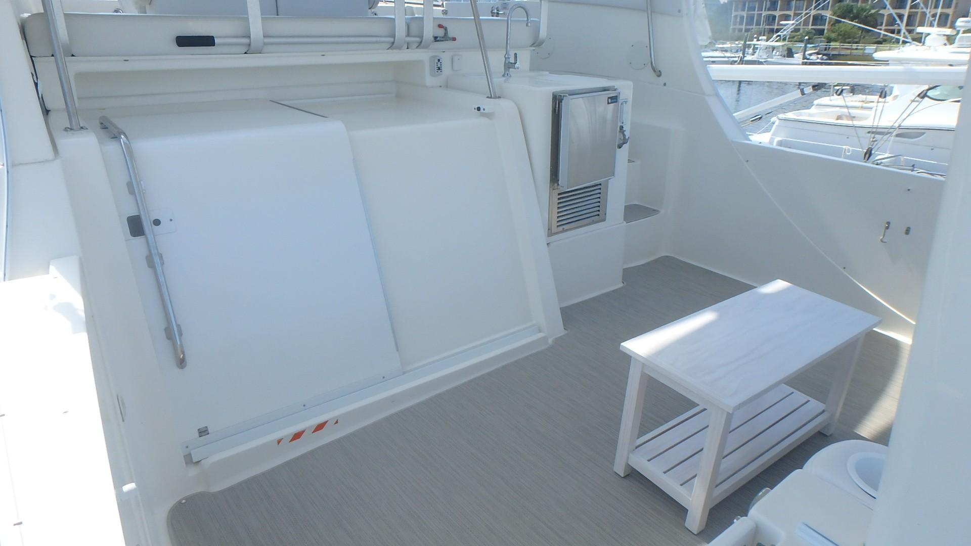 Silverton 35 Motor Yacht - Deck