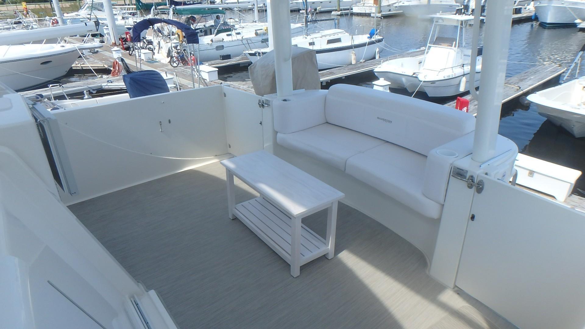 Silverton 35 Motor Yacht - Upper Deck