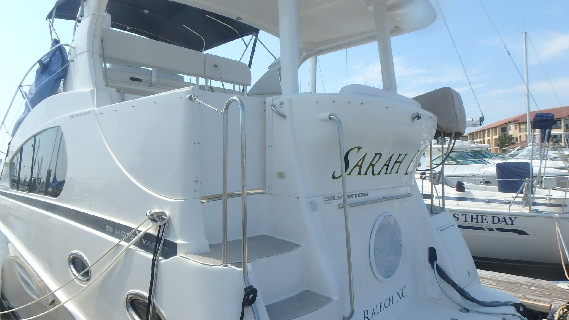 Silverton 35 Motor Yacht - Transom 3