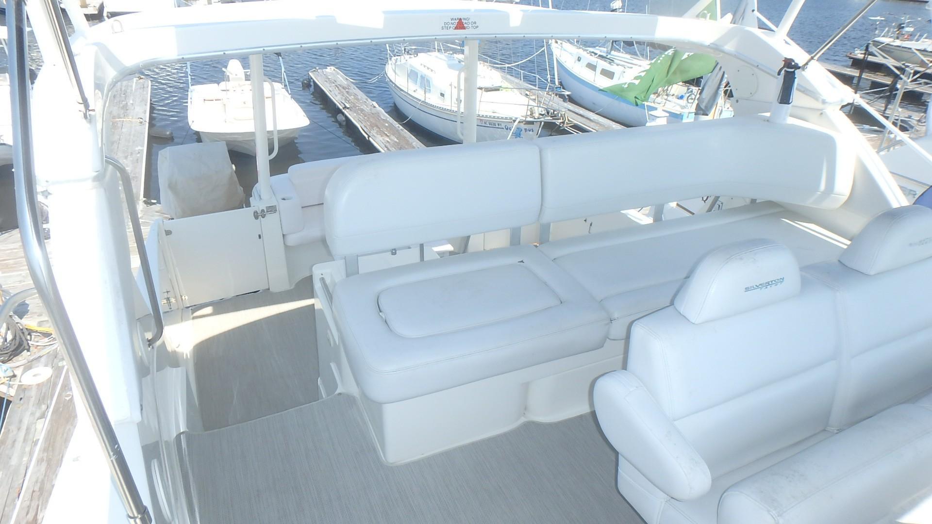 Silverton 35 Motor Yacht - Bridge Seating