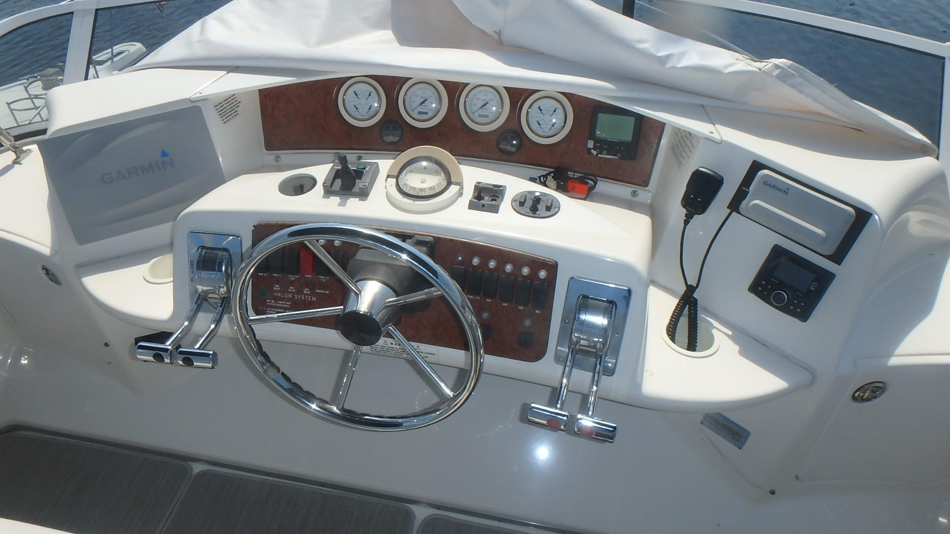 Silverton 35 Motor Yacht - Helm