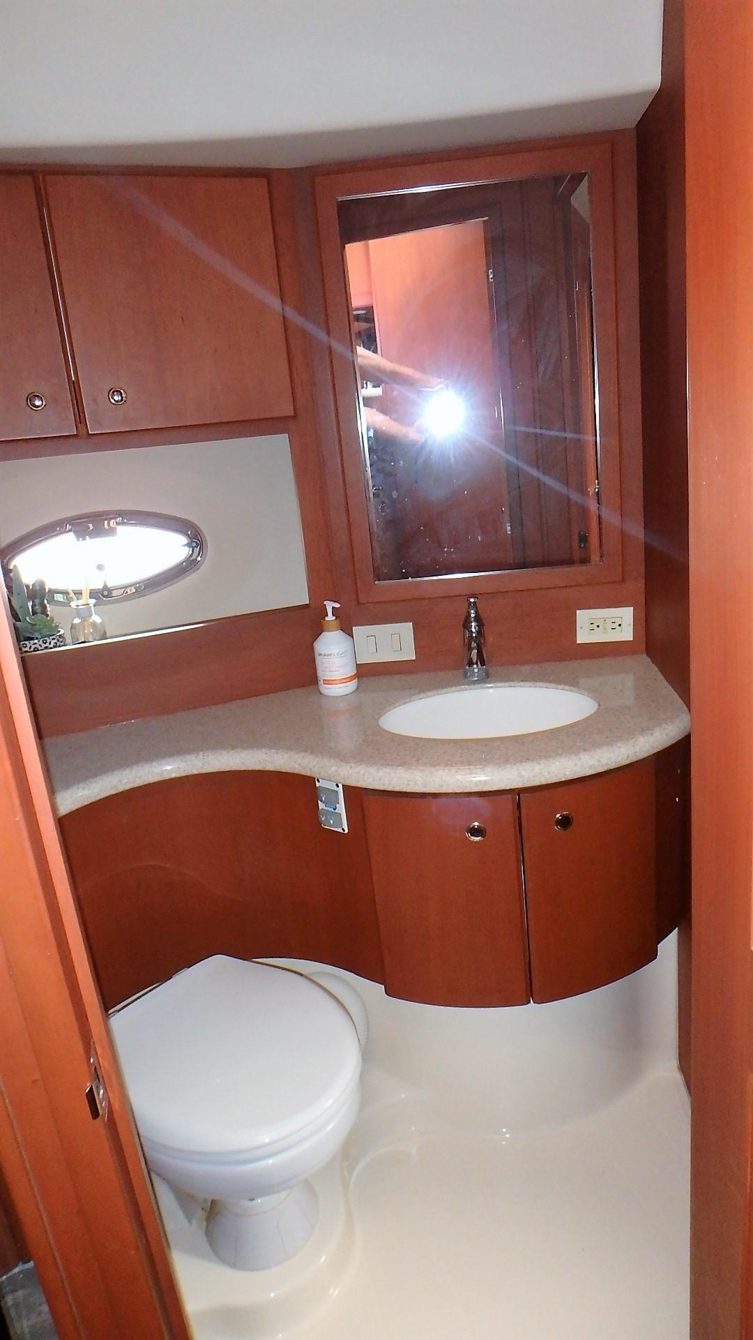 Silverton 35 Motor Yacht - Guest Head
