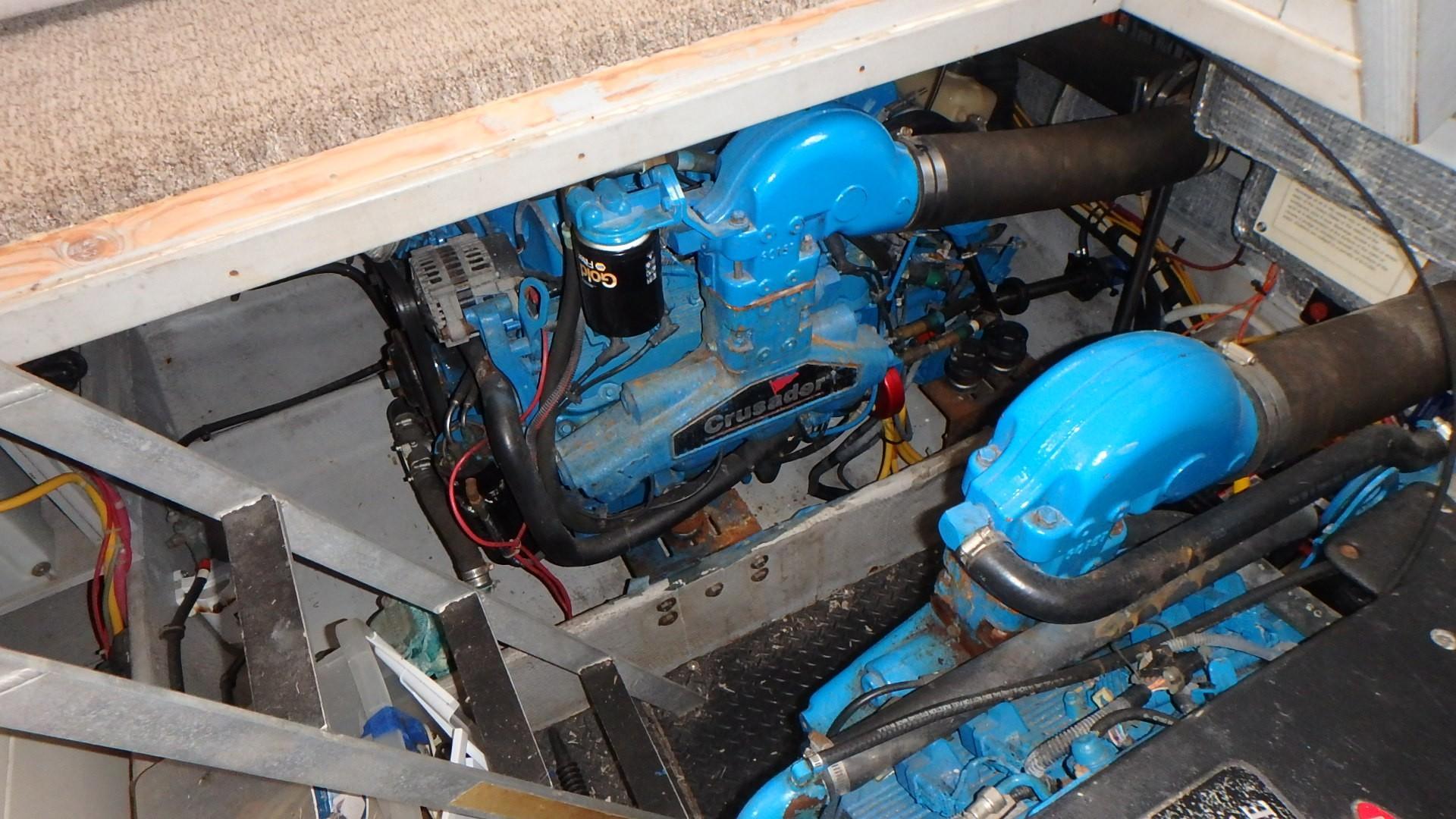 Silverton 35 Motor Yacht - Engine 4