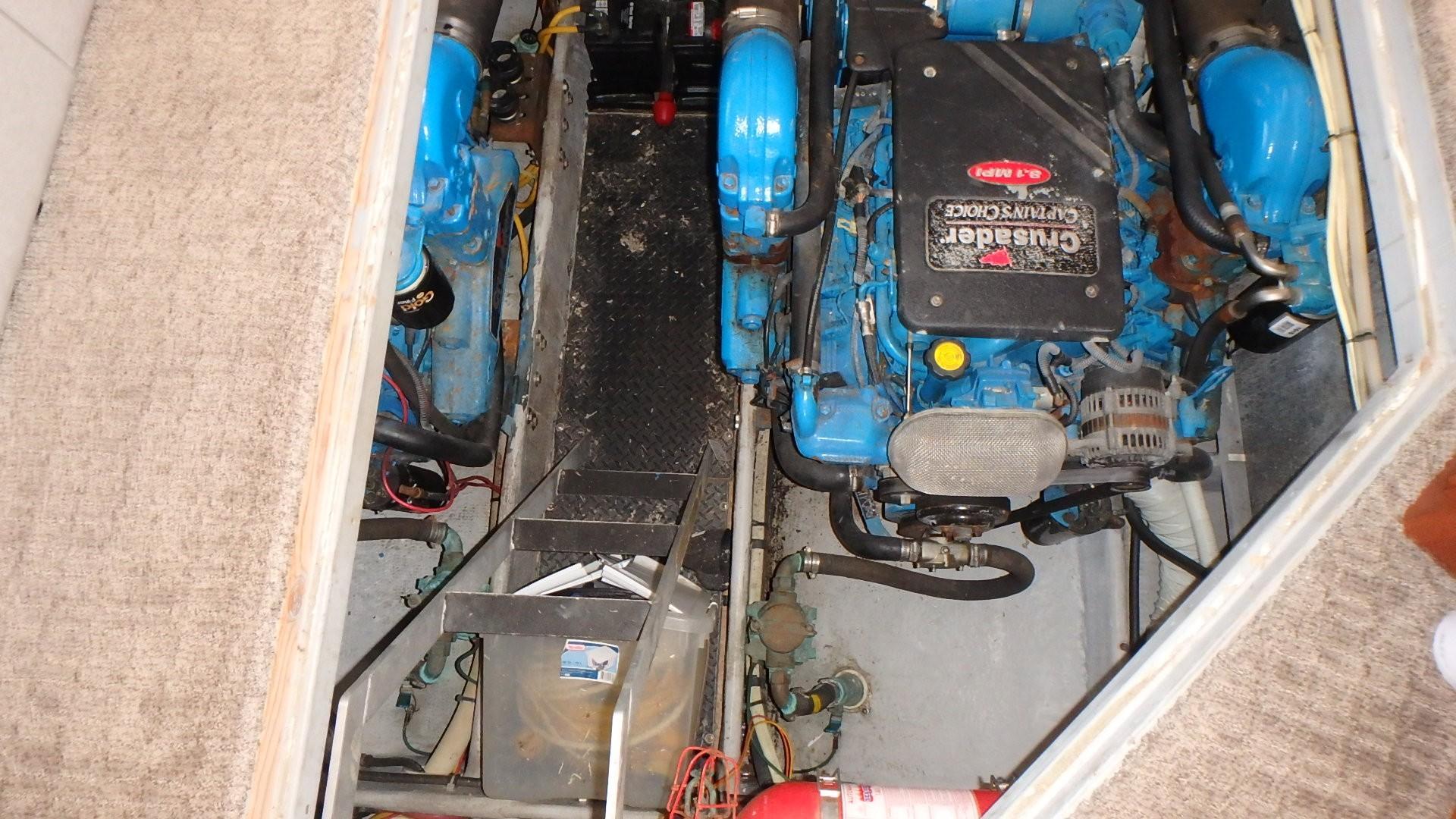 Silverton 35 Motor Yacht - Engine